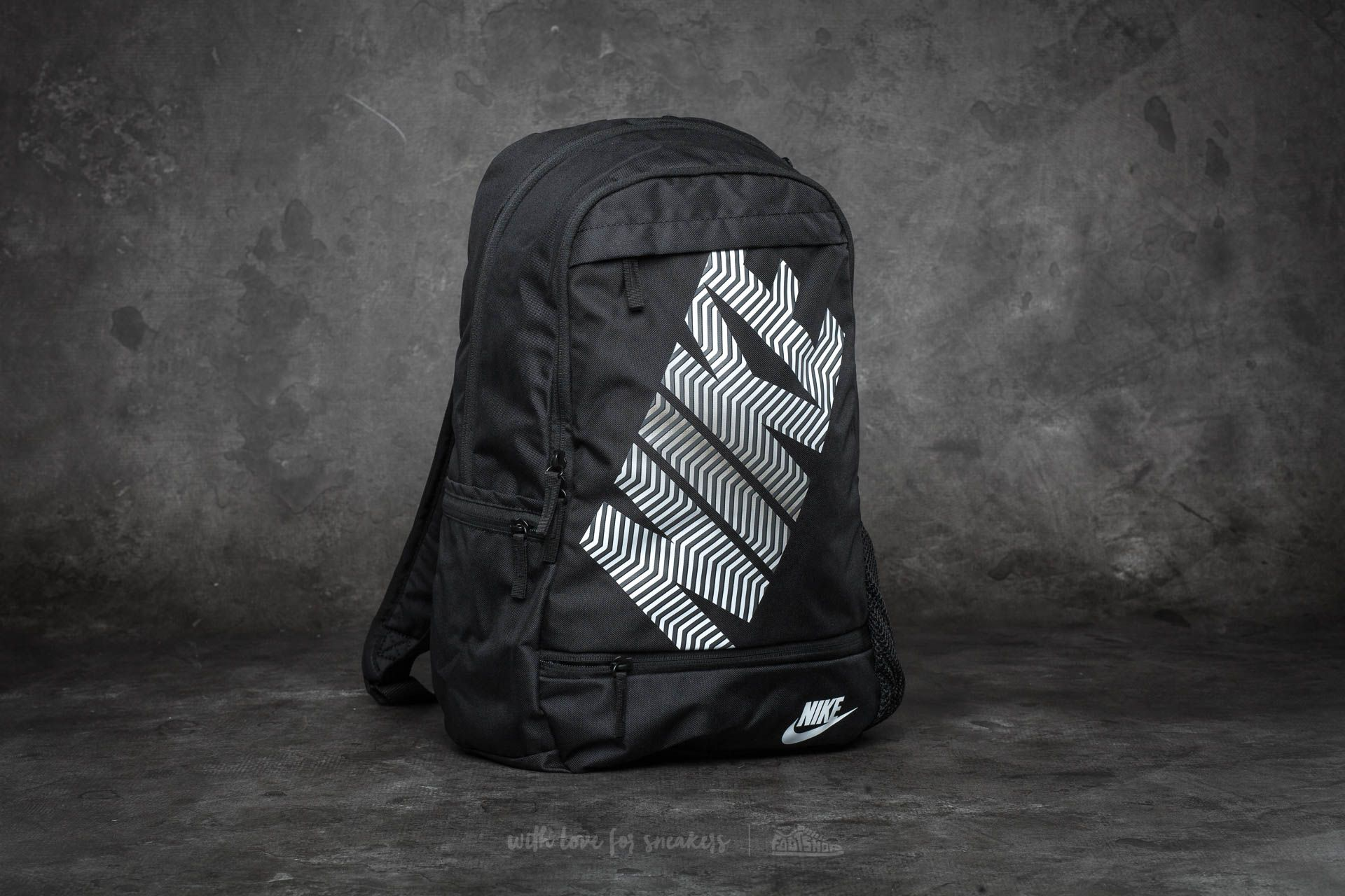 buy online 8e532 8eab8 Nike Classic Line Backpack