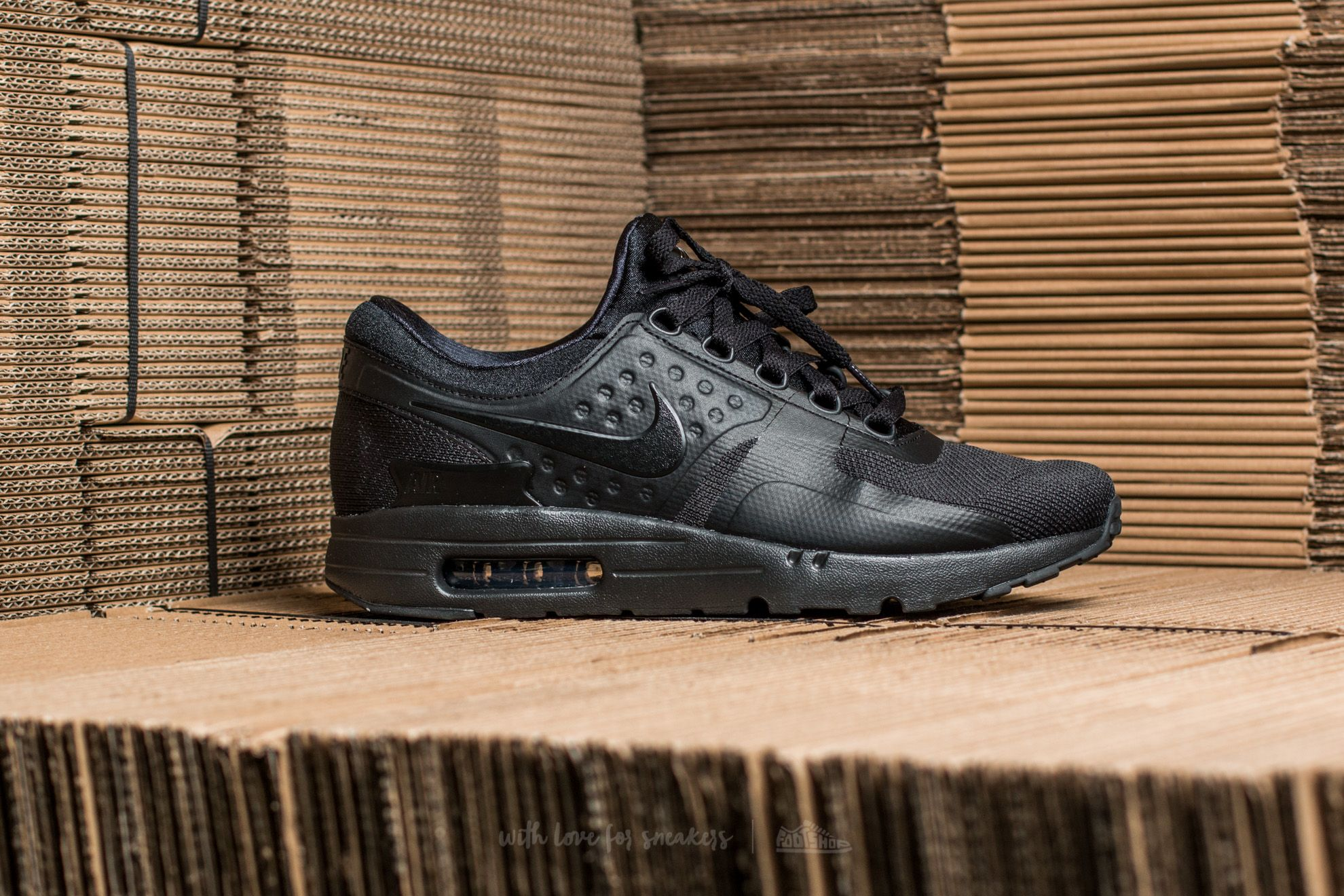 the latest 0755a 55dea Nike Air Max Zero Essential Black Black-Black at a great price 139 €