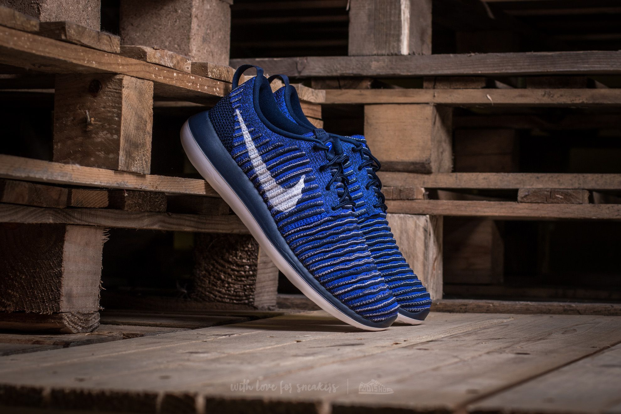 a76ad054dde7f Nike Roshe Two Flyknit College Navy  White