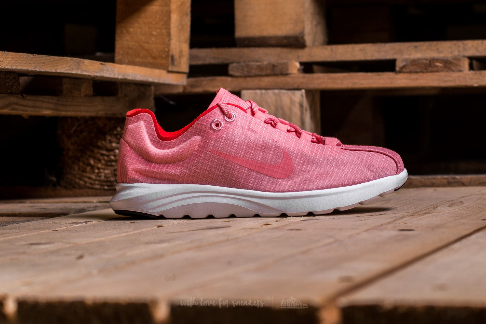829100310bf0 Nike Wmns Mayfly Lite SI Bright Melon  Bright Melon at a great price £45