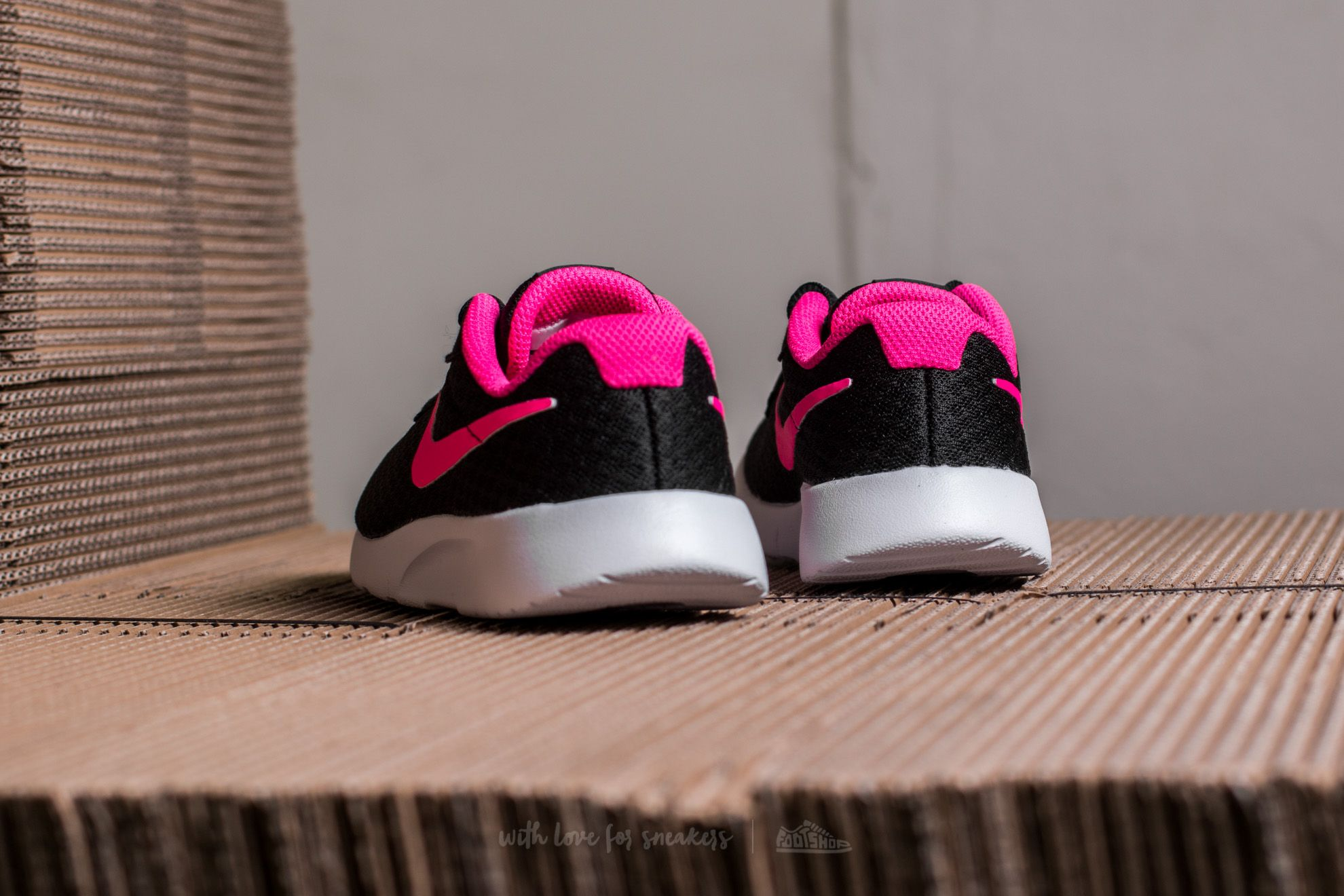 617d68792ad4 ... authentic nike tanjun ps black hyper pink white at a great price 27  b9da4 2022c