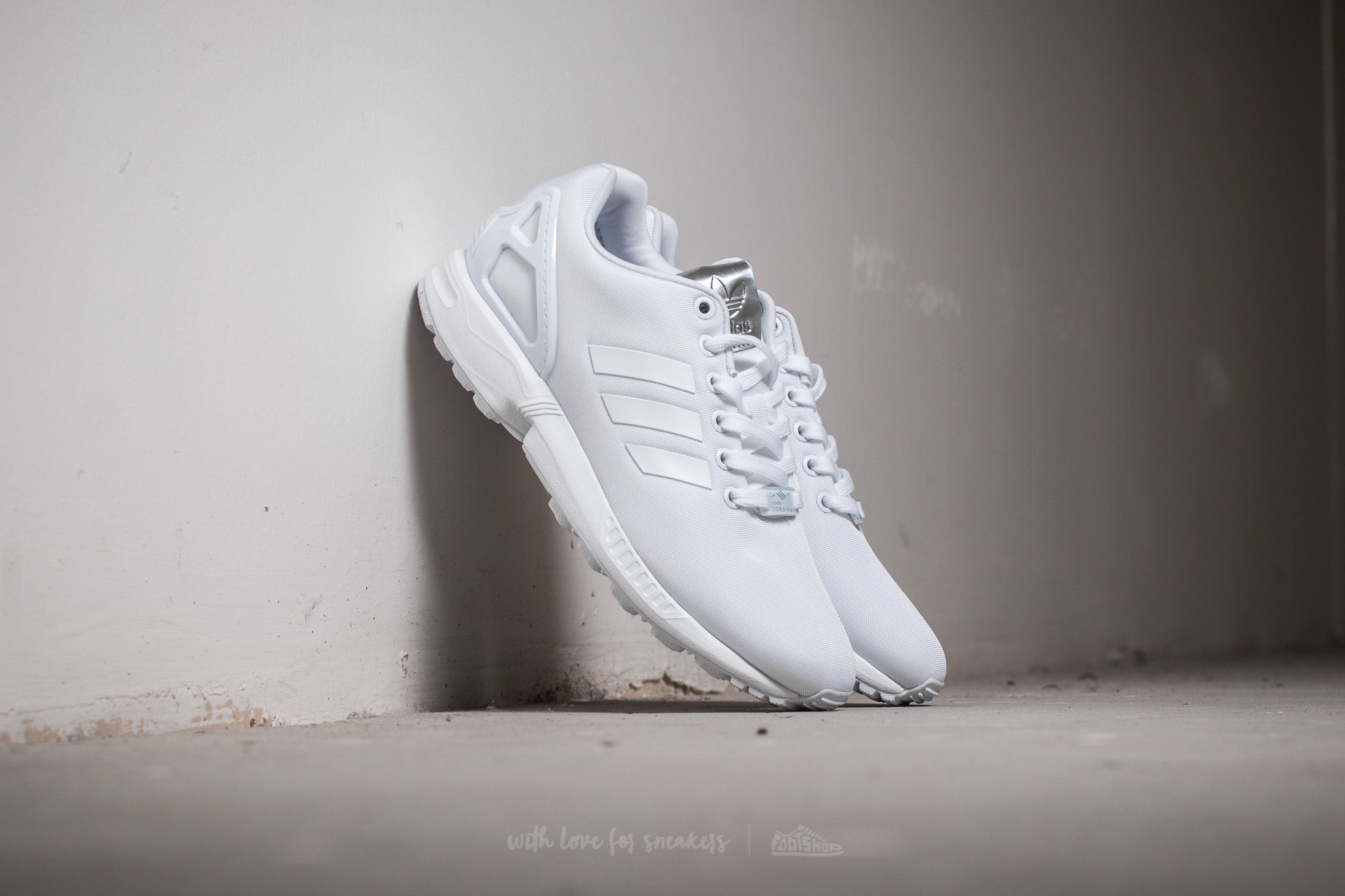 fb57894ace717 adidas ZX Flux W. Ftw White  ...