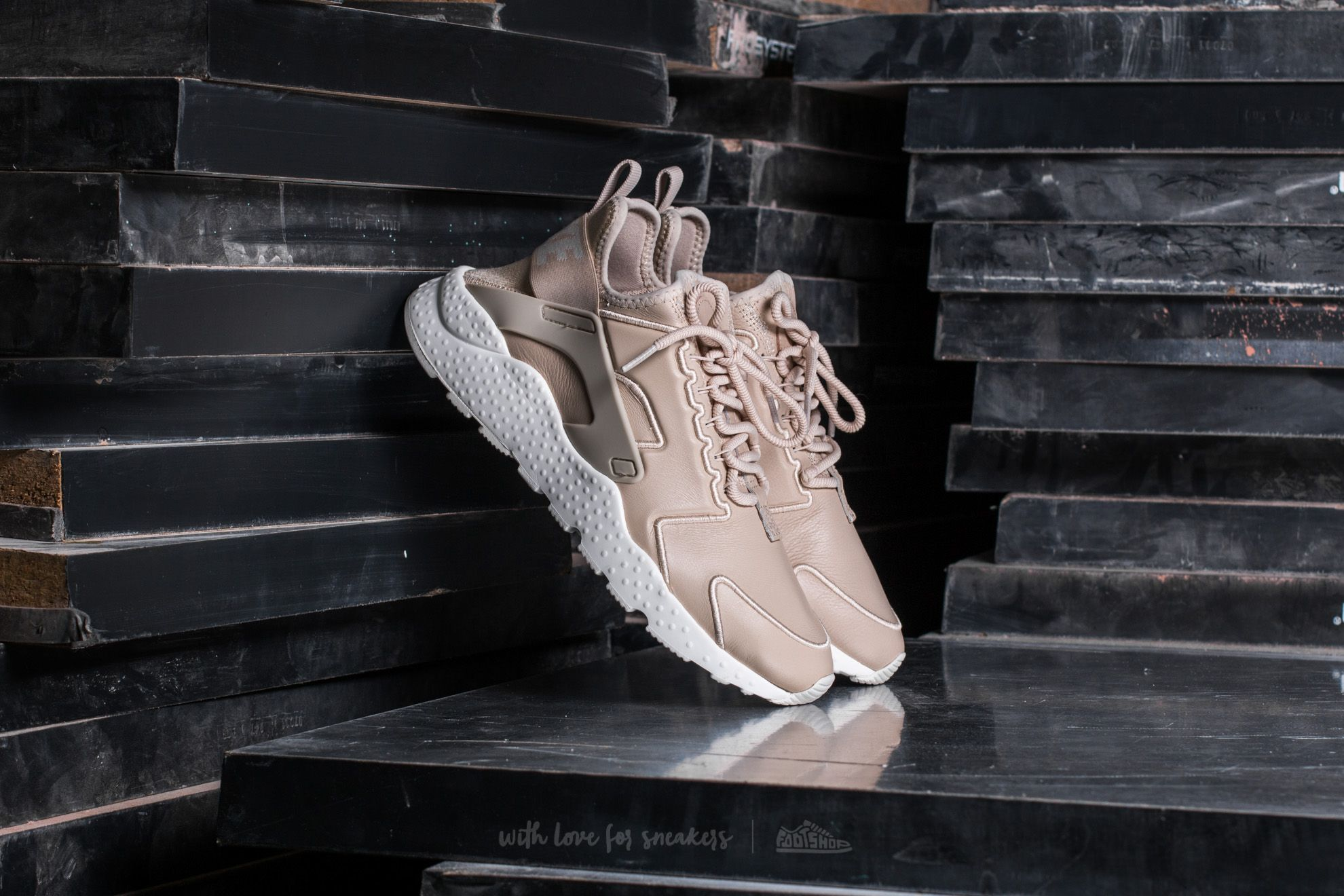 super popular f85f0 08c3f Nike Wmns Air Huarache Run Ultra SI