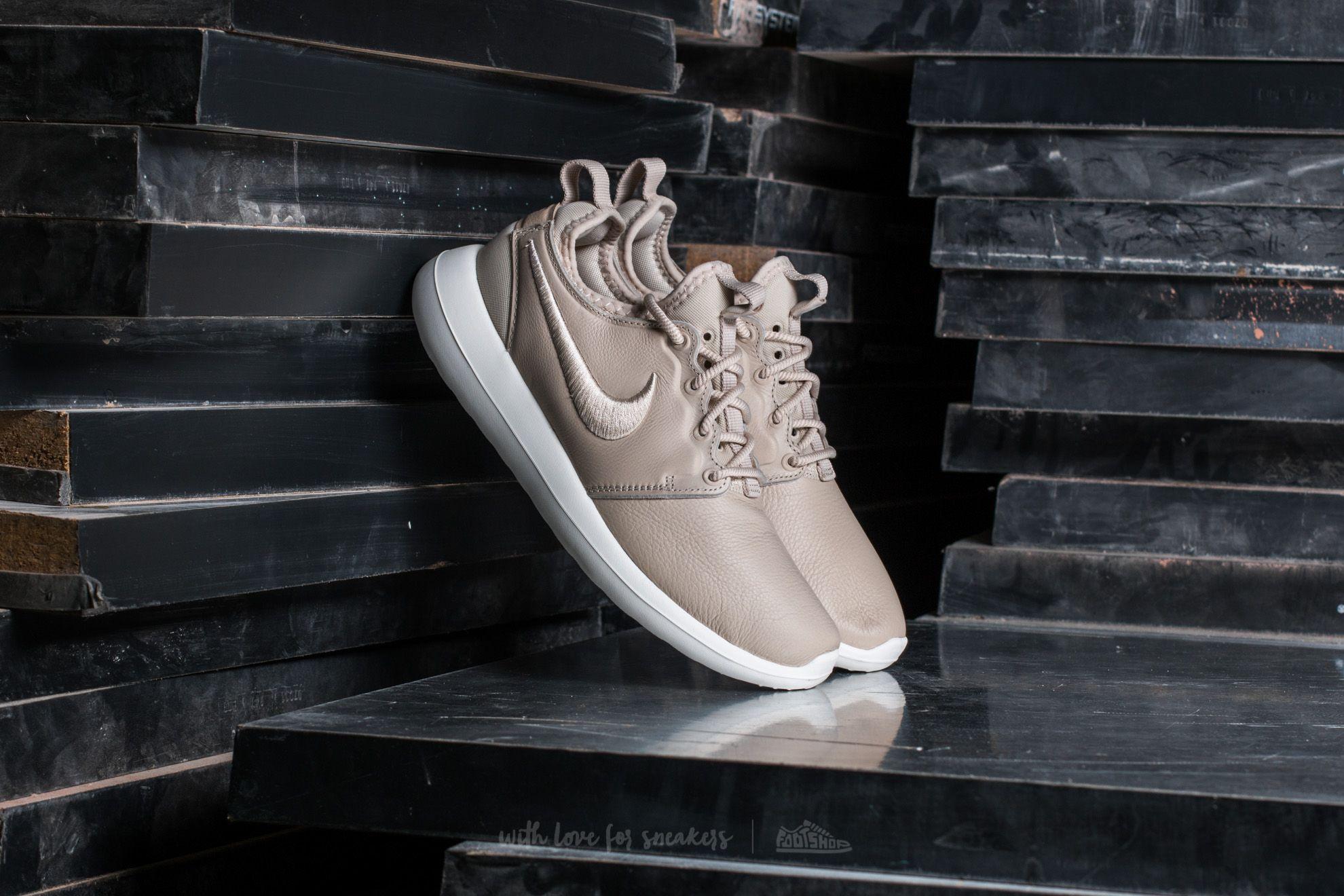 5466c5b334ba Nike Wmns Roshe Two SI Oatmeal  Oatmeal-Ivory