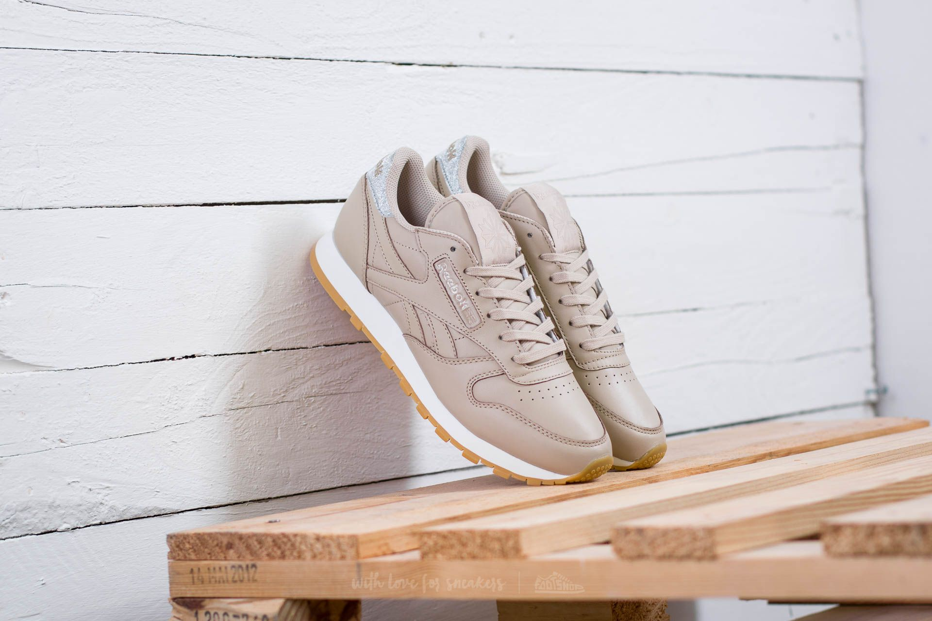 abd33410eb4 Reebok Classic Leather Met Diamond W Oatmeal  Chalk  Gum ...