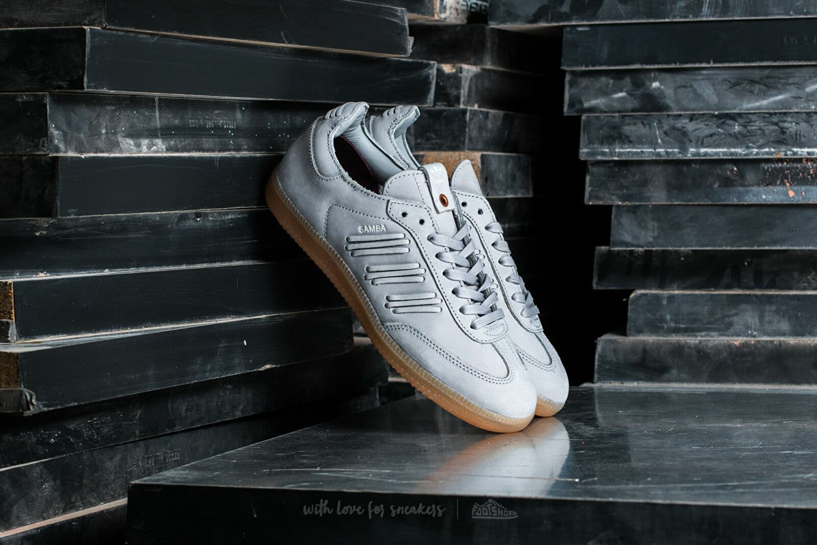 adidas Consortium Samba W Clonix/ Crystal White/ Crystal White za skvělou cenu 2 290 Kč koupíte na Footshop.cz