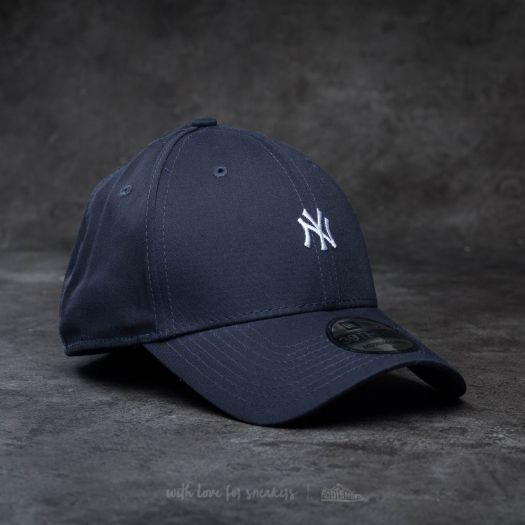 New Era 39Thirty Mini Logo Essential New York Yankees Cap Navy  White  b9575d4f924
