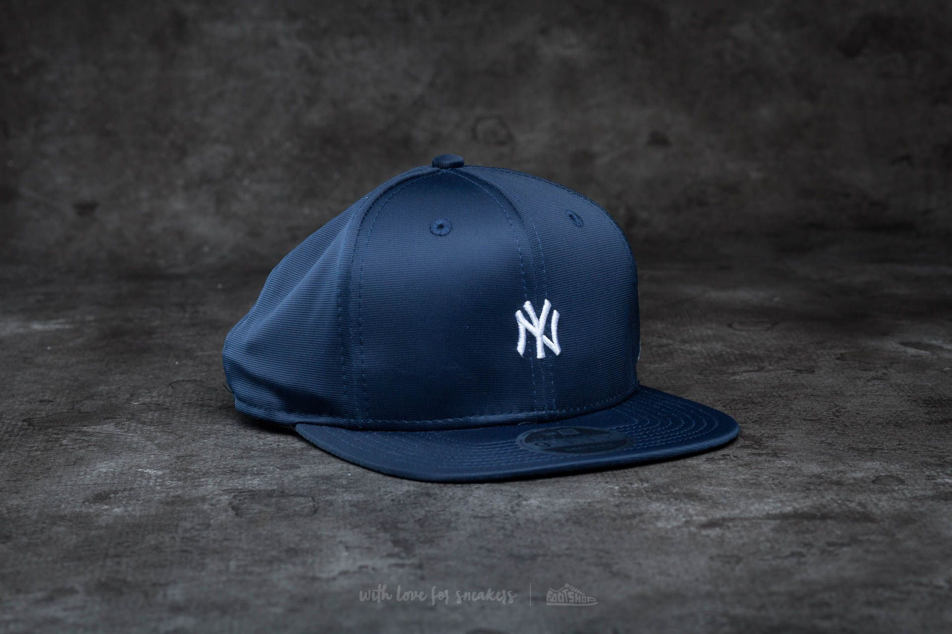 af55ca0eead New Era 9Fifty Mini Logo New York Yankees Snapback Navy  White ...