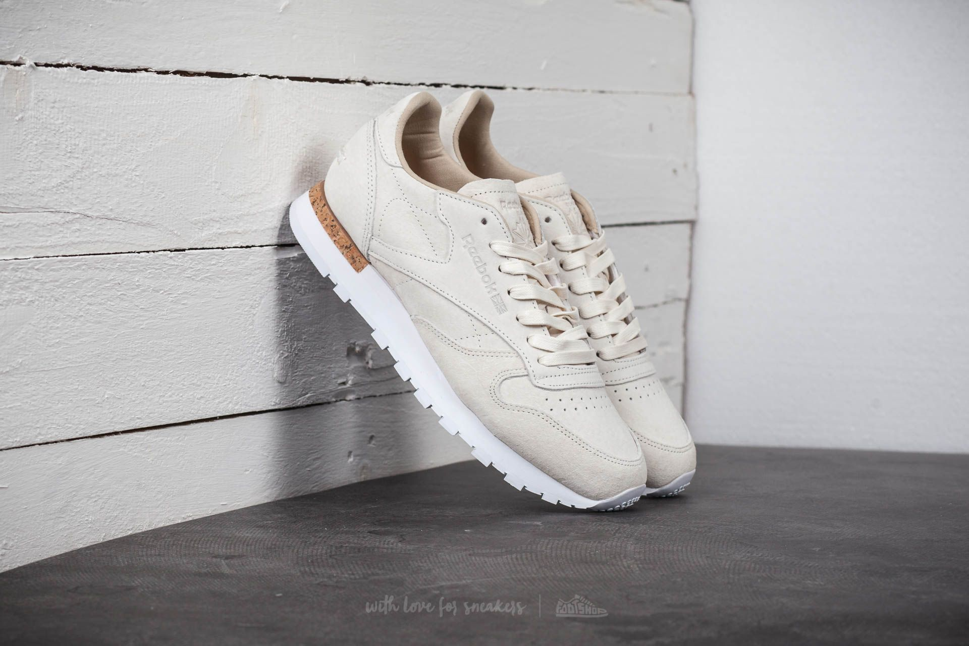 new concept 30bea 9df86 Reebok Classic Leather LST. White  Paperwhite
