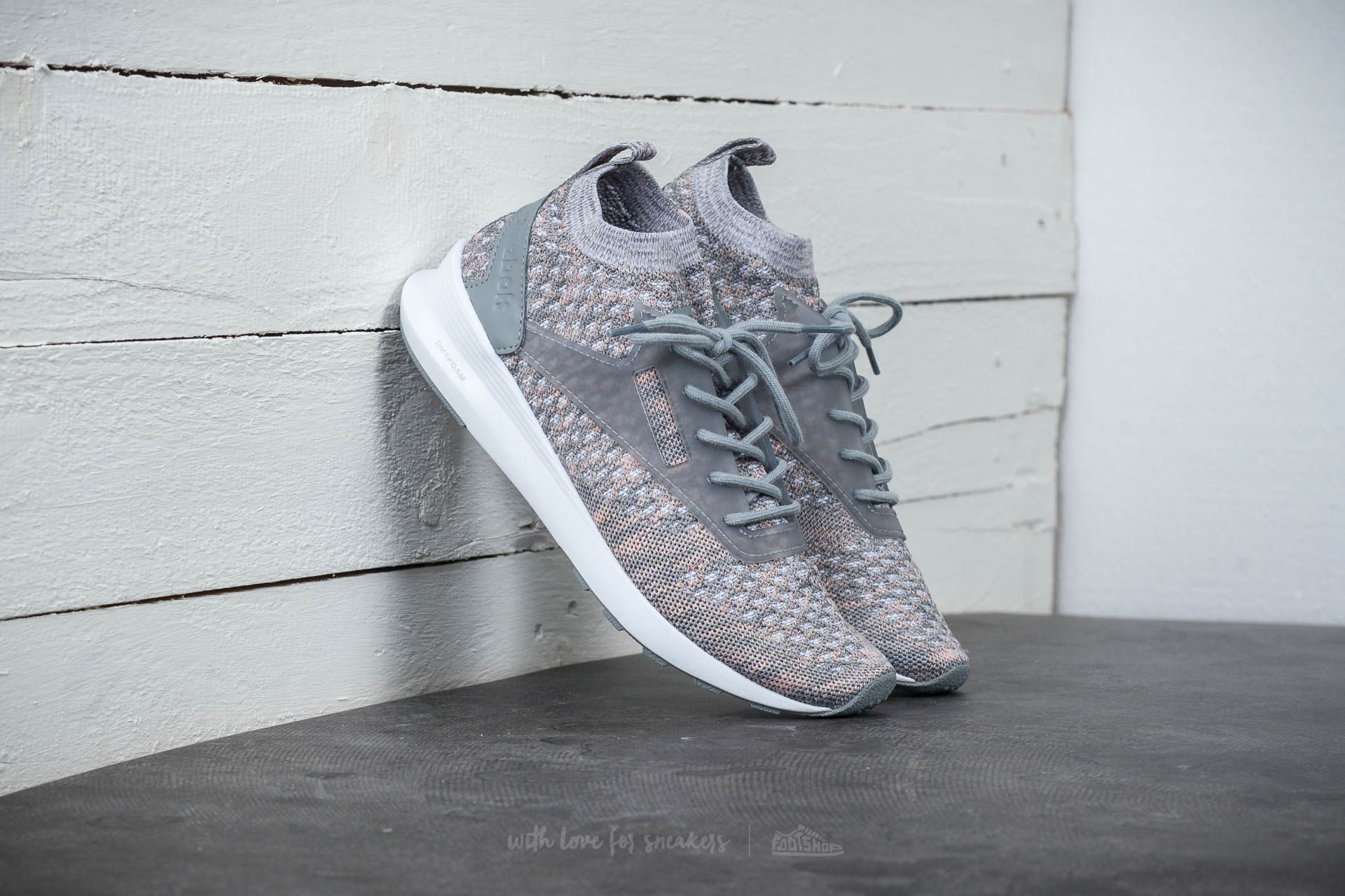 Chaussures et baskets femme Reebok Zoku Runner Ultraknit Htrd Flat Grey/ Medium Grey/ Patina Pink/ White
