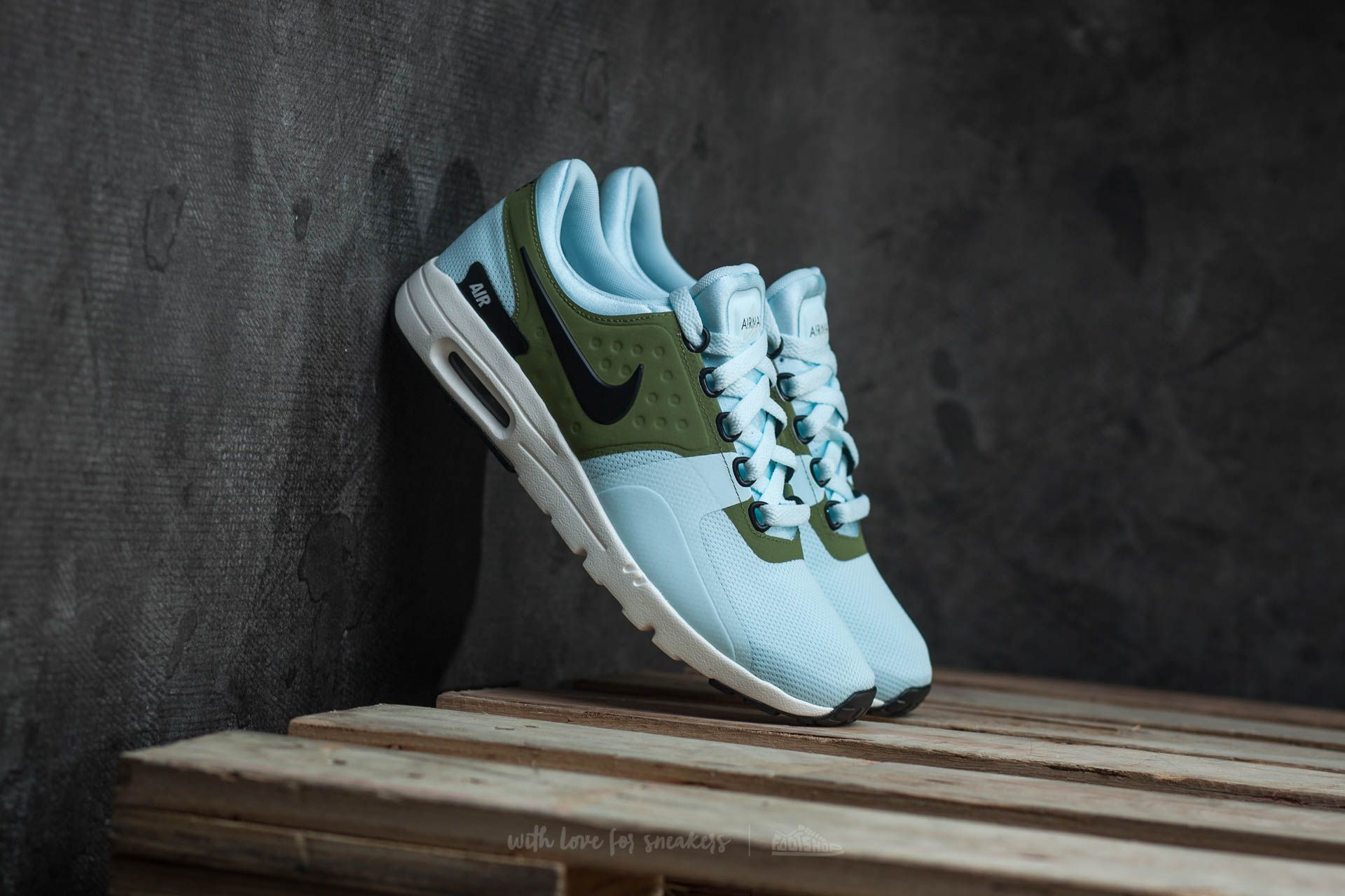 info for 671db b37af Nike W Air Max Zero Glacier Blue Black-Ivory at a great price 58