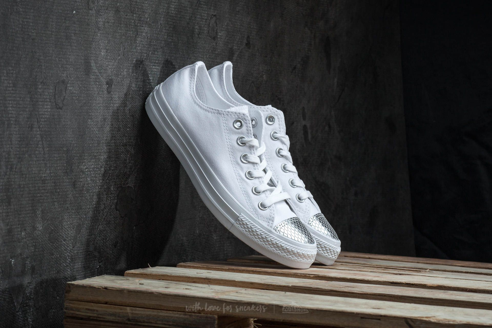 Converse Chuck Taylor All Star OX White  Silver  White  aad3b5af0e