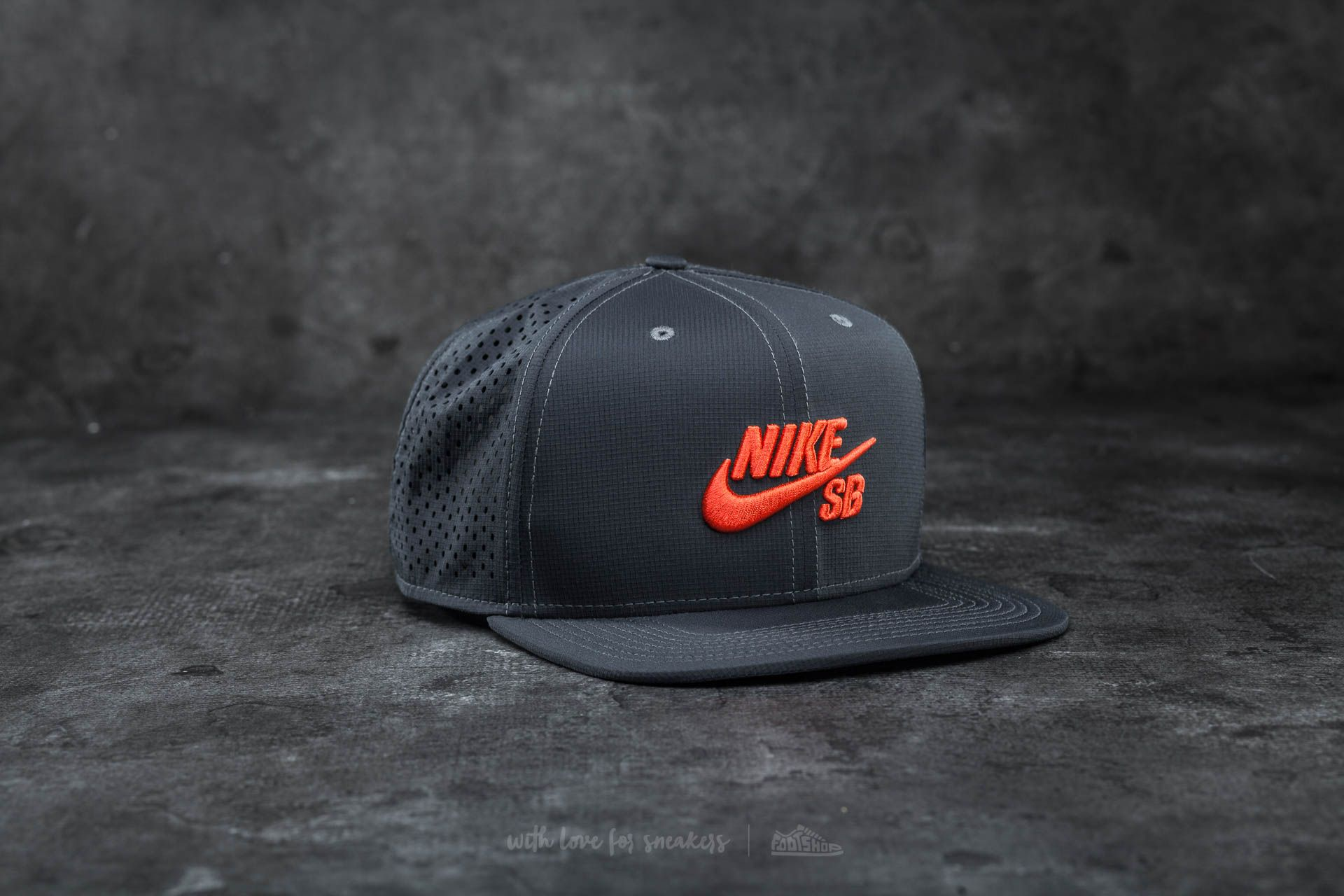 ec1637f4d12 Nike SB Performance Trucker Hat Anthracite  Black  Max Orange ...