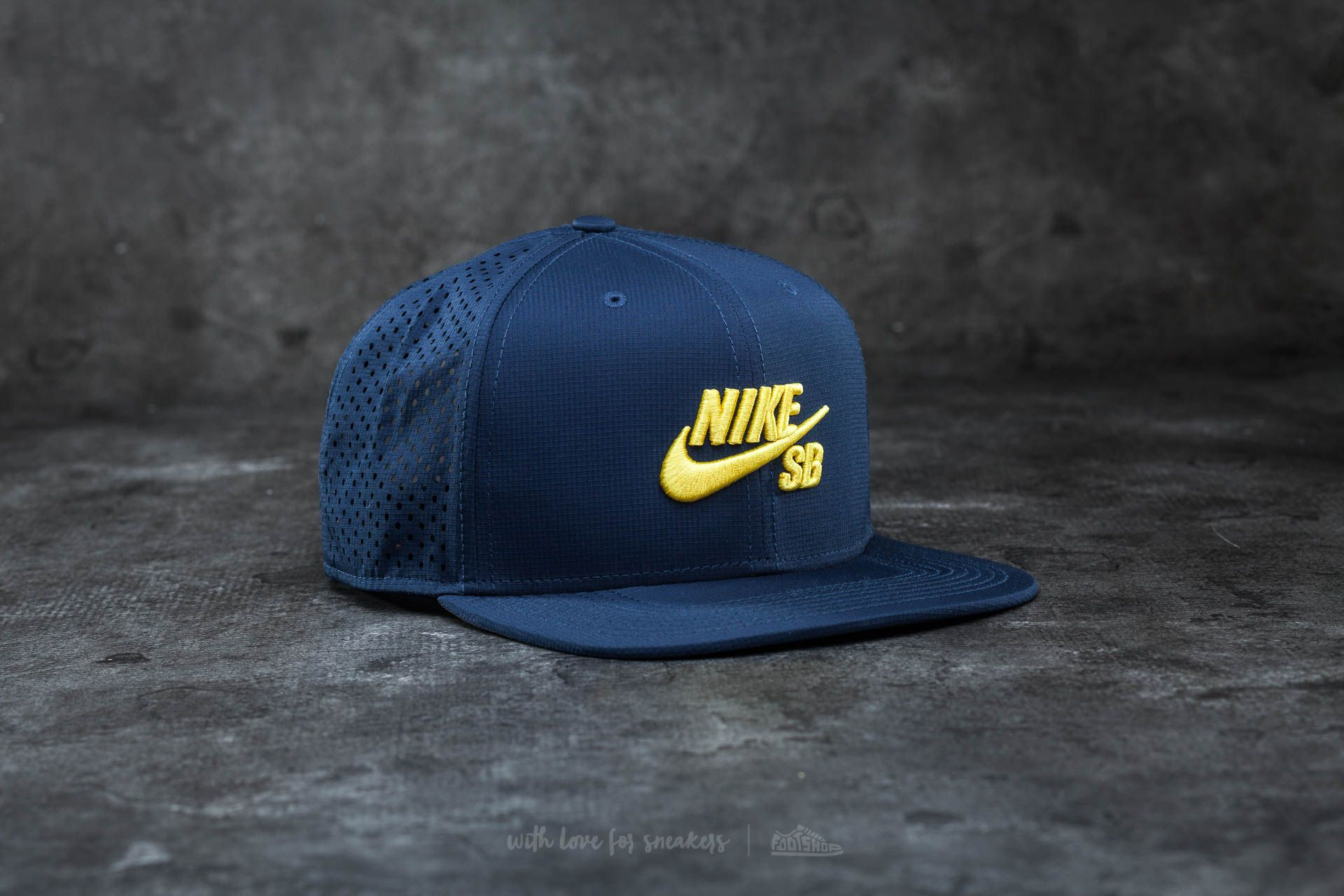 4c27dc1355 Nike SB Performance Trucker Hat Navy  Yellow
