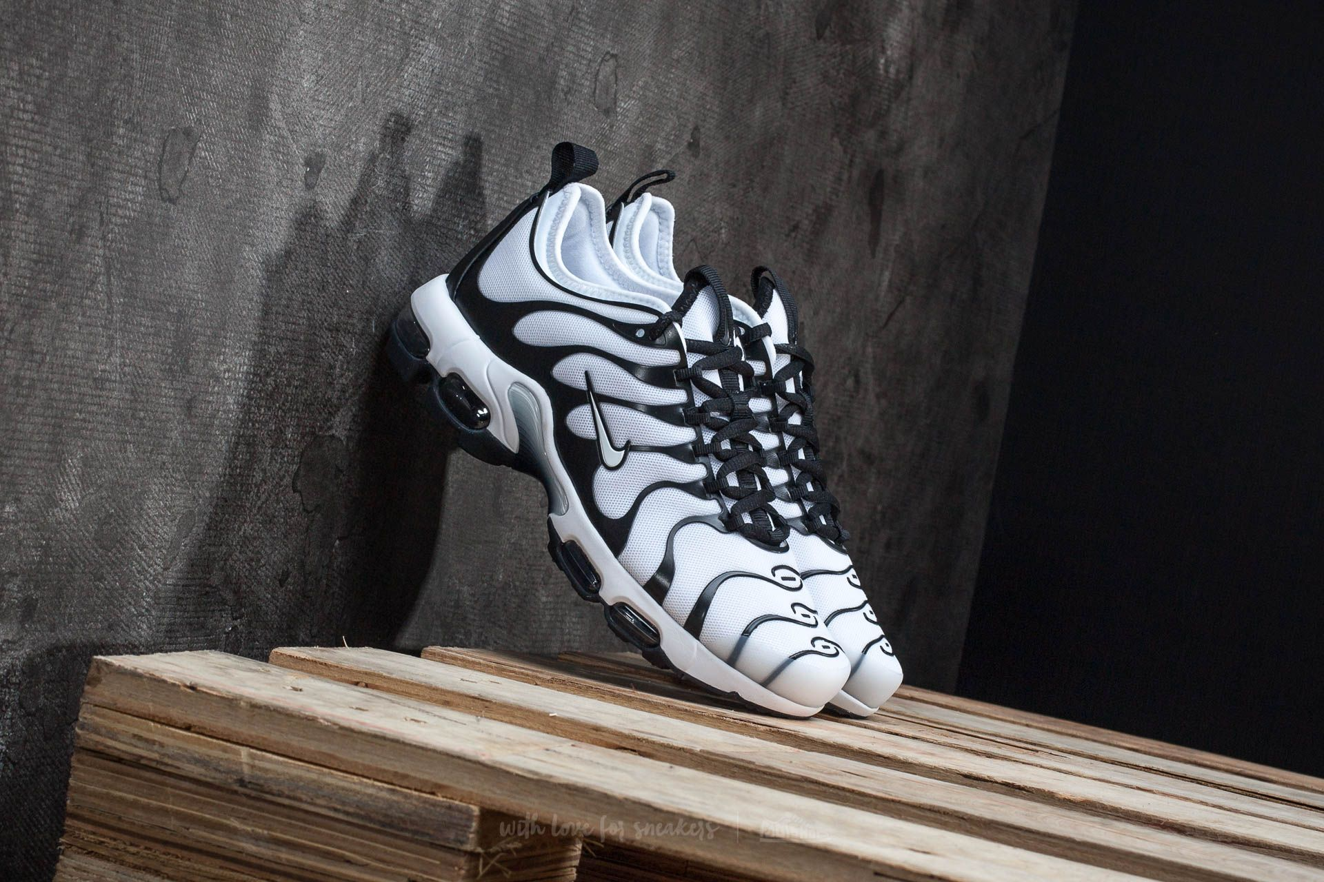 Chaussures et baskets femme Nike Wmns Air Max Plus TN Ultra White/ White-Black