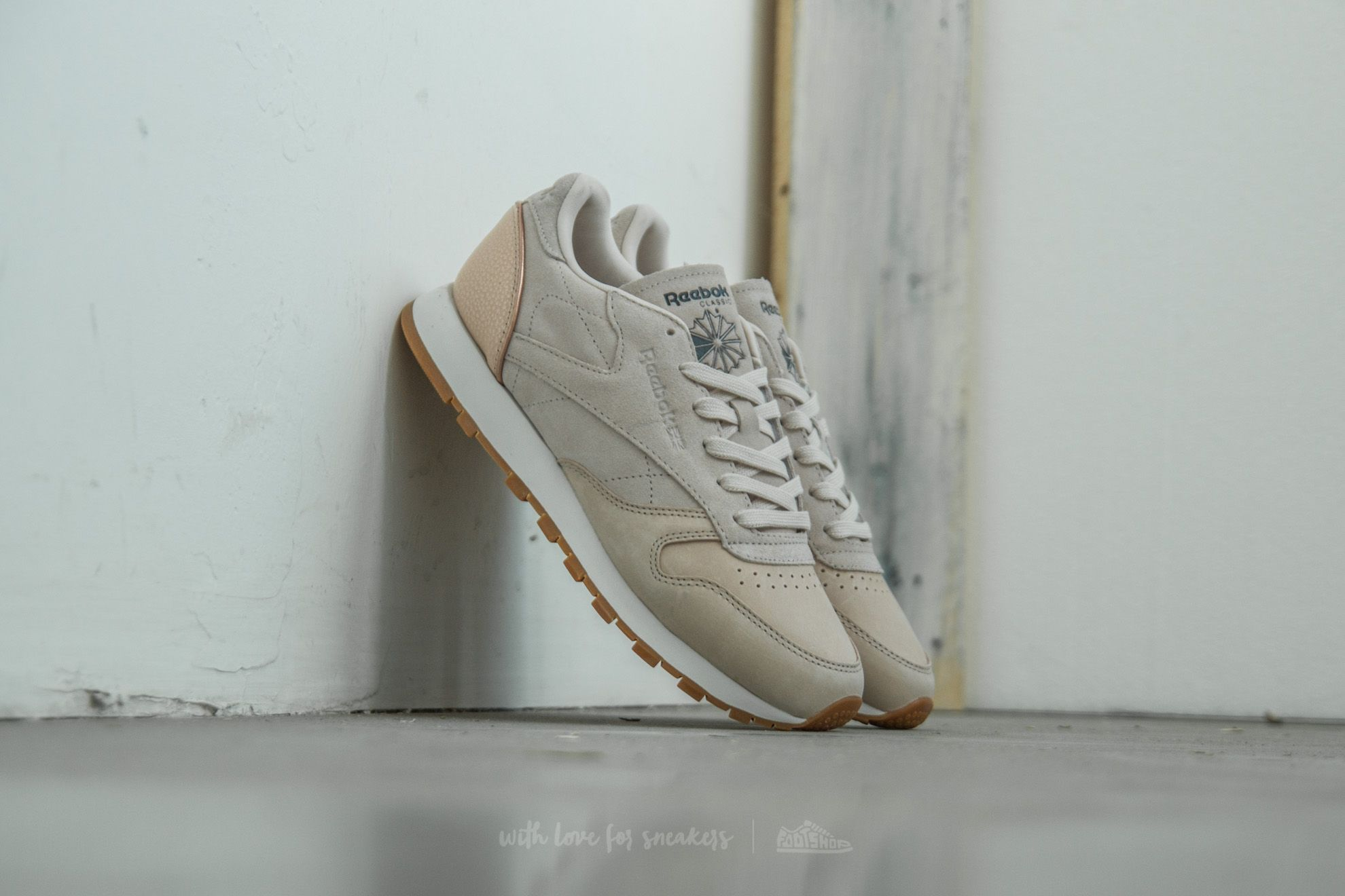 bdab182f627d5d Reebok Classic Leather Golden Neutrals Sandtrap  Rose Gold  Chalk ...
