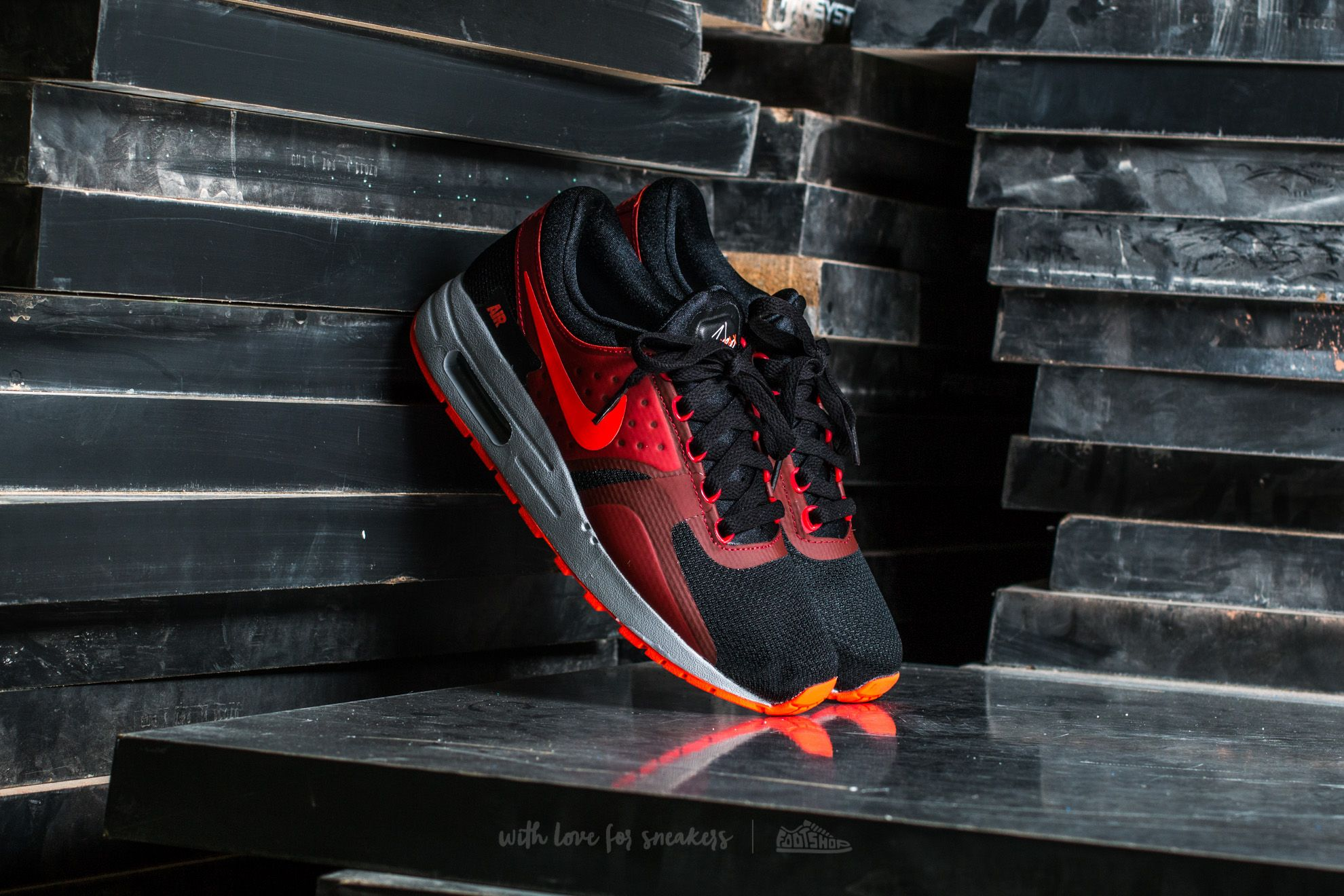 Nike Air Max Zero Essential GS Black  Bright Crimson-Gym Red ... 4b9f62716