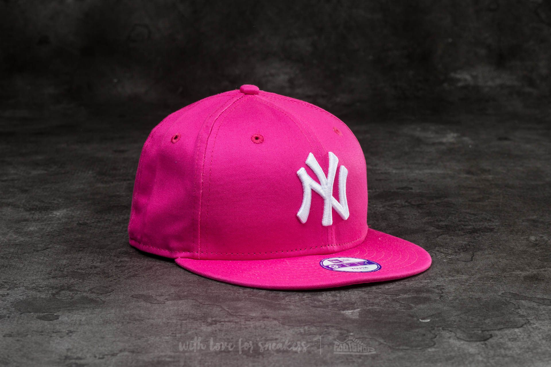 eed7de8e33a New Era 9Fifty Youth MLB Basic New York Yankees Cap Pink  White ...