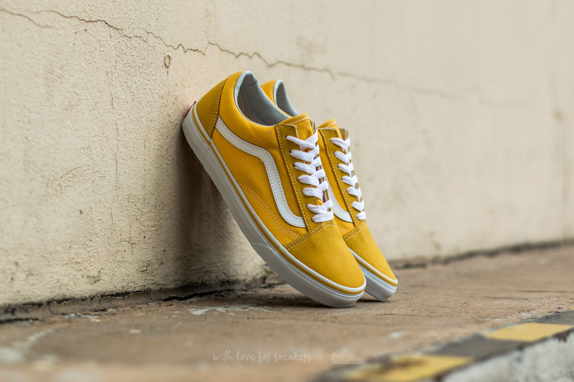dcc6ca401d92 Vans Old Skool Seude  Canvas Spectra Yellow  True White