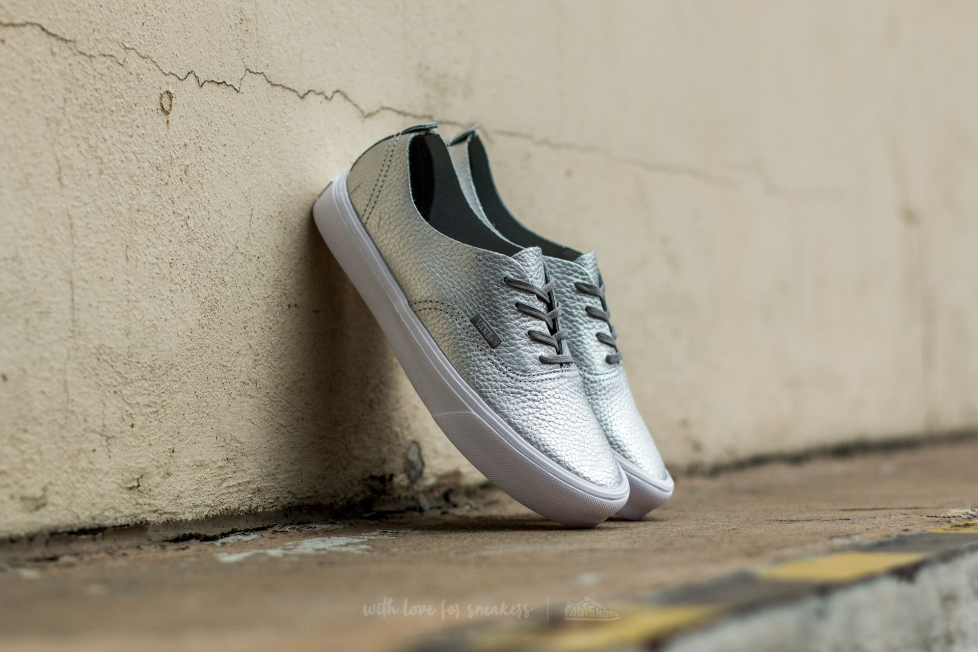 7457b2f32a Vans Authentic Decon (Leather) Silver