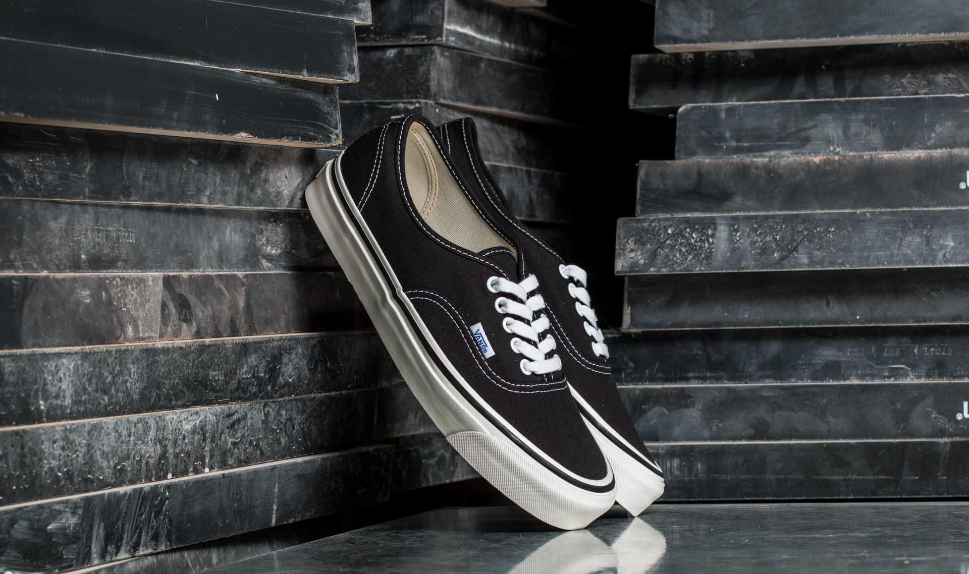 Vans Authentic 44 DX (Anaheim Factory) Black EUR 35
