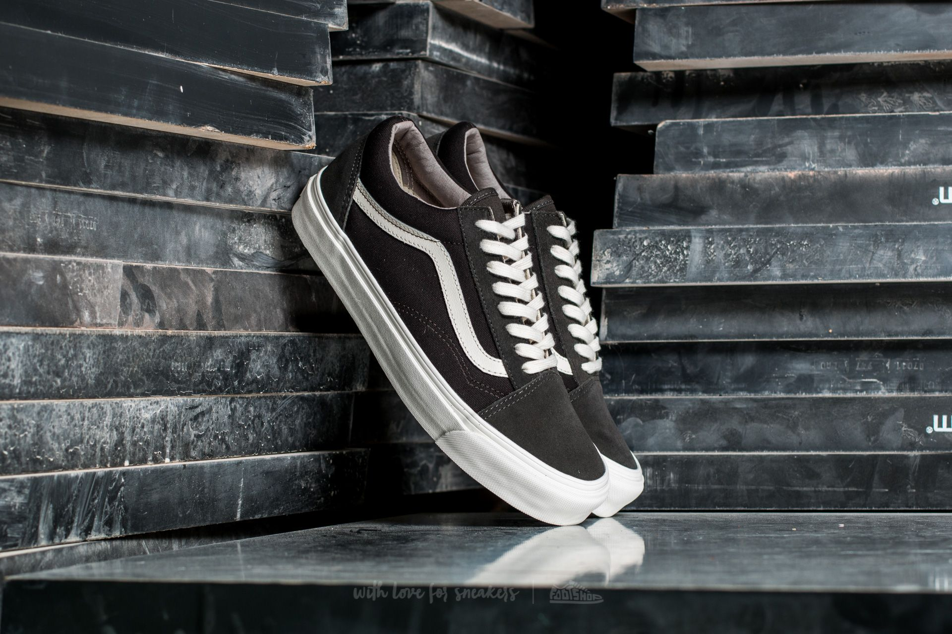 7a044640415e Vans OG Old Skool LX Suede  Canvas Beluga  After Dark