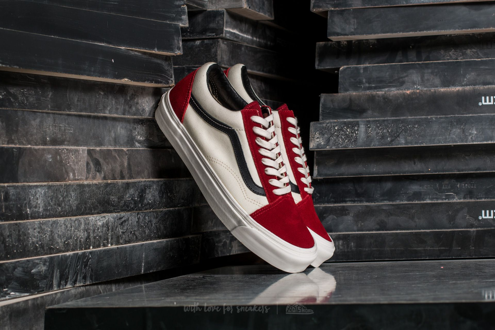 Men's shoes Vans OG Old Skool LX (Suede/Canvas) Red Dahlia