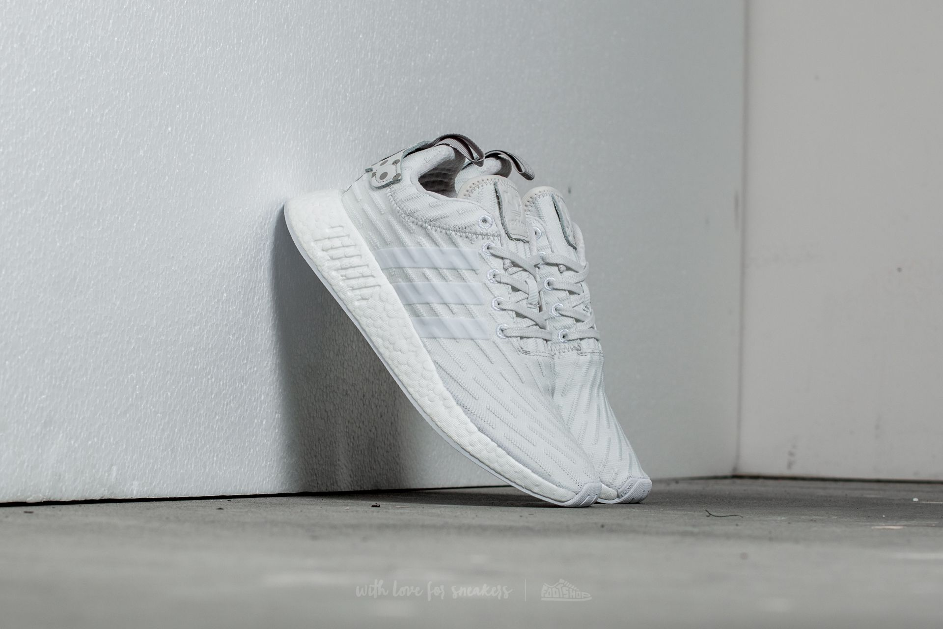 timeless design 2c9b5 e1800 adidas NMD R2 W. Clear Granite  Vintage White  Footwear White