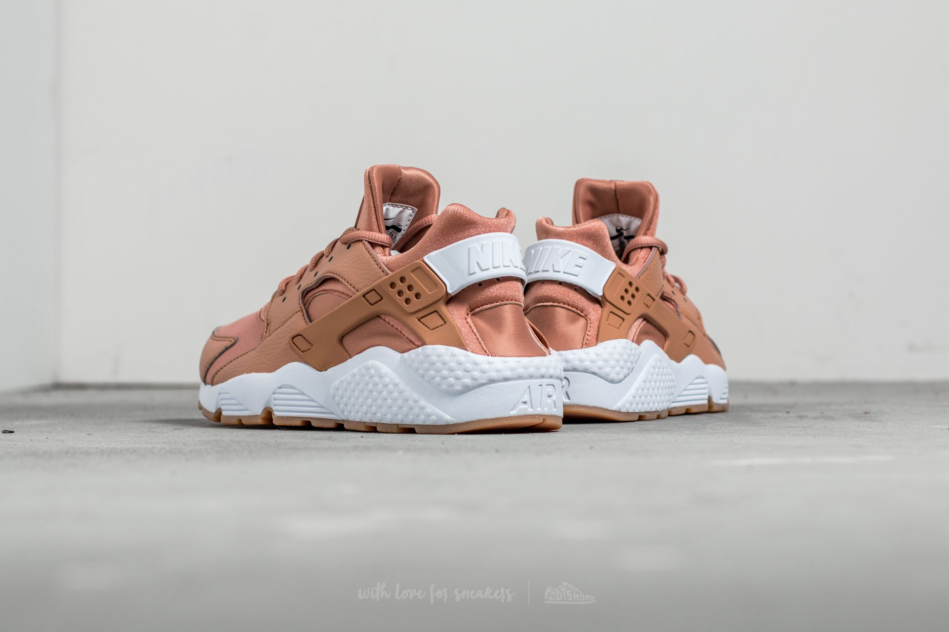 crazy price great look new york Nike Wmns Air Huarache Run Dusted Clay/ White-Gum Yellow ...