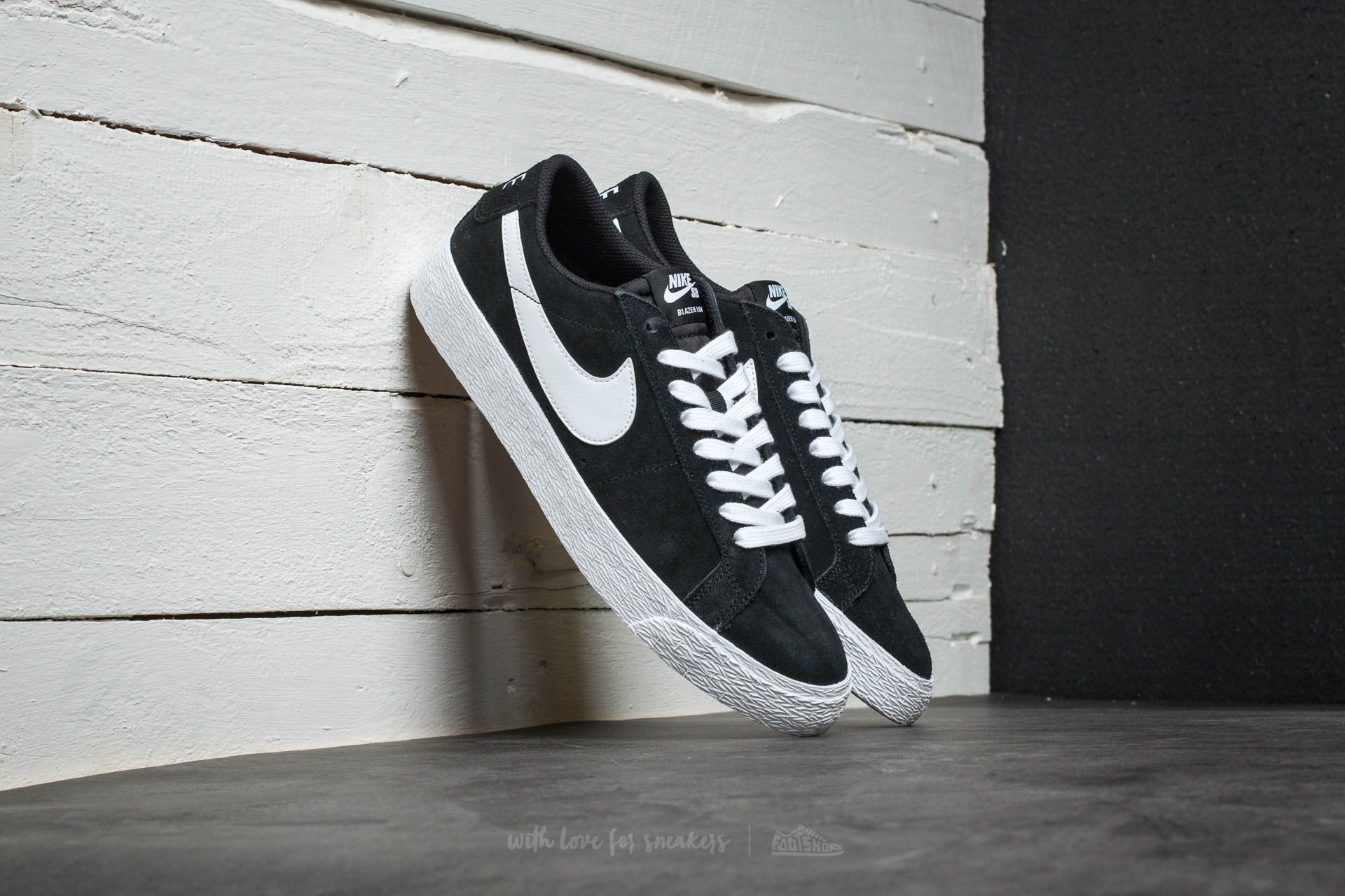 Nike SB Blazer Zoom Low Black  White-Gum Light Brown at a great price b1a1189e9