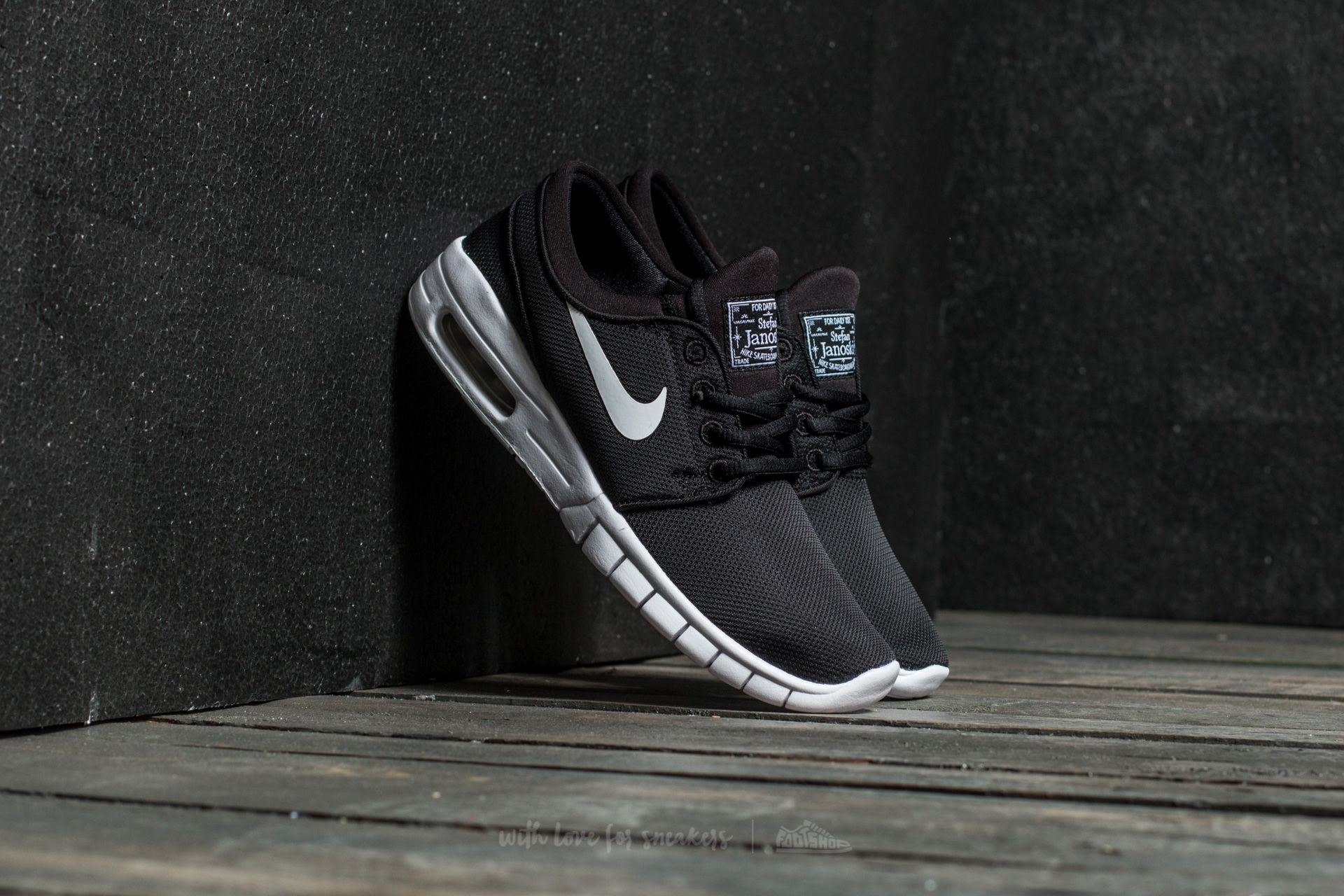 Nike Stefan Janoski Max (GS) Black  White at a great price £76 3d8159190