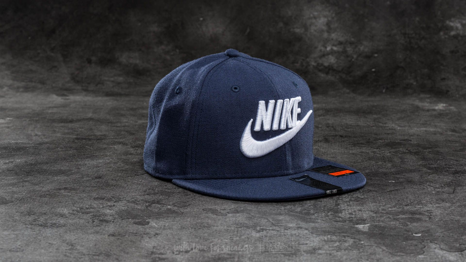 Nike Limitless True Snapback Dark Blue  8f8f0ee1a4dc
