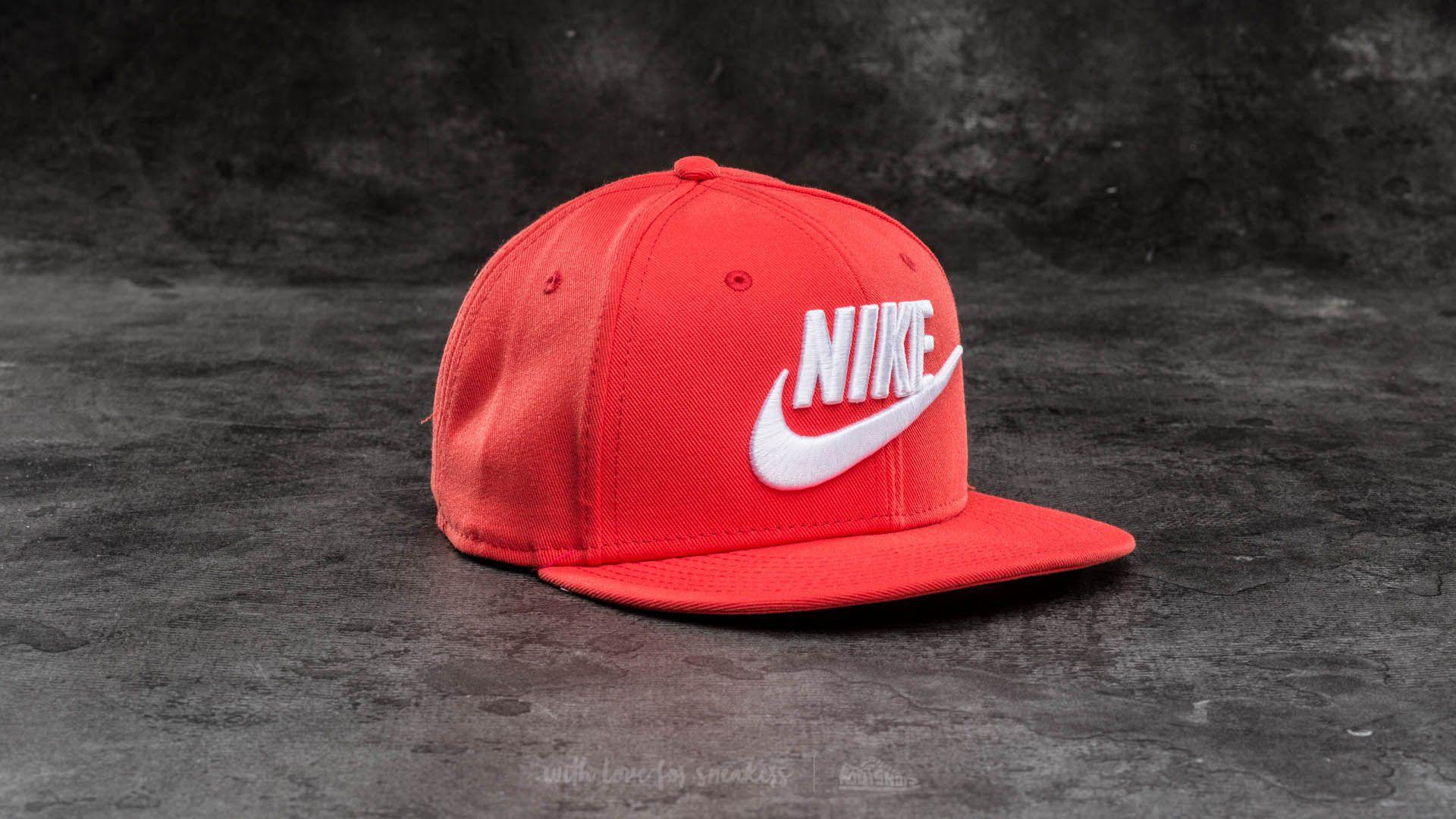 6b29af59a28 Nike Futura True Snapback Red