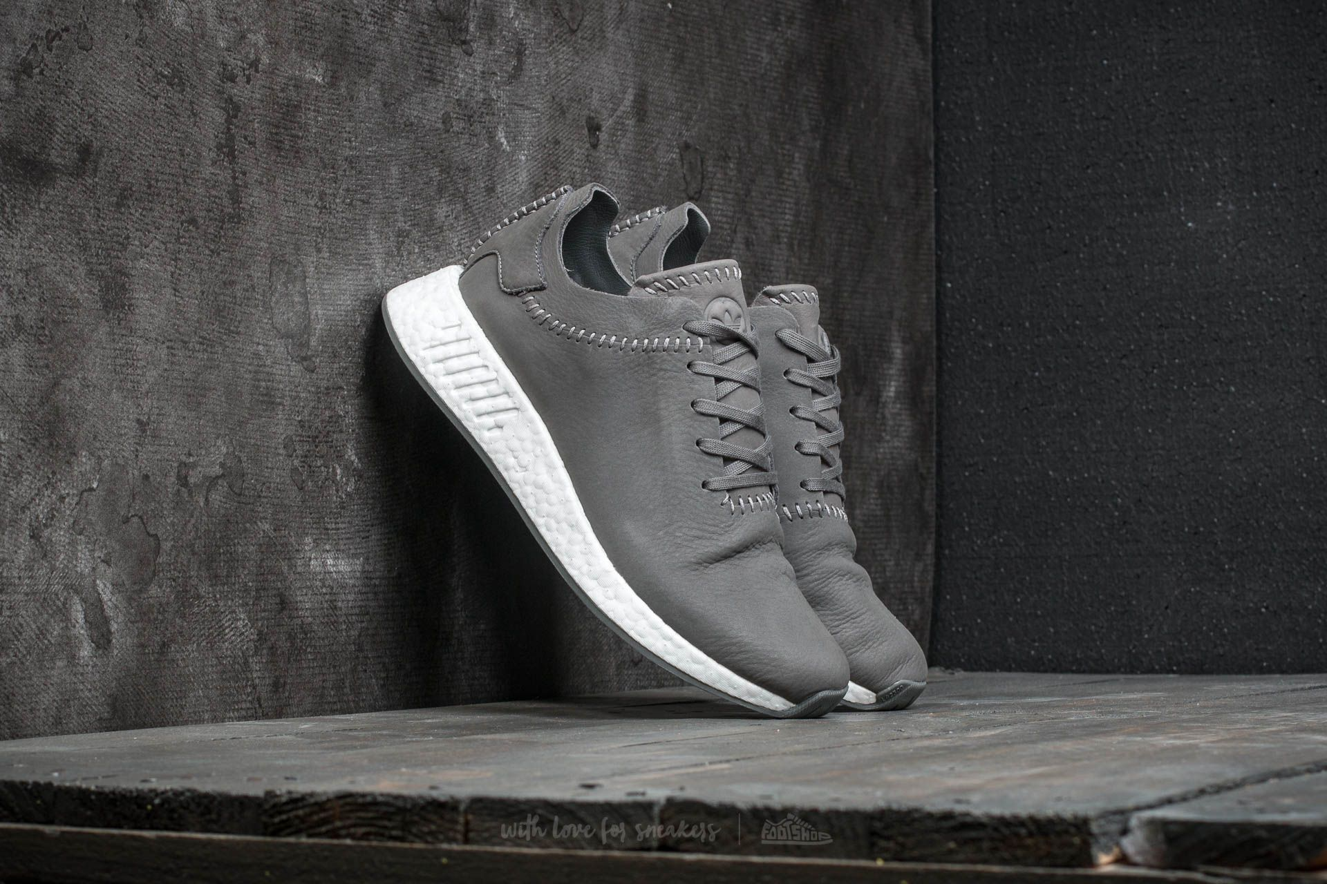 411ffd7bac6f adidas x Wings + Horns NMD R 2 Ash   Ash   Off White