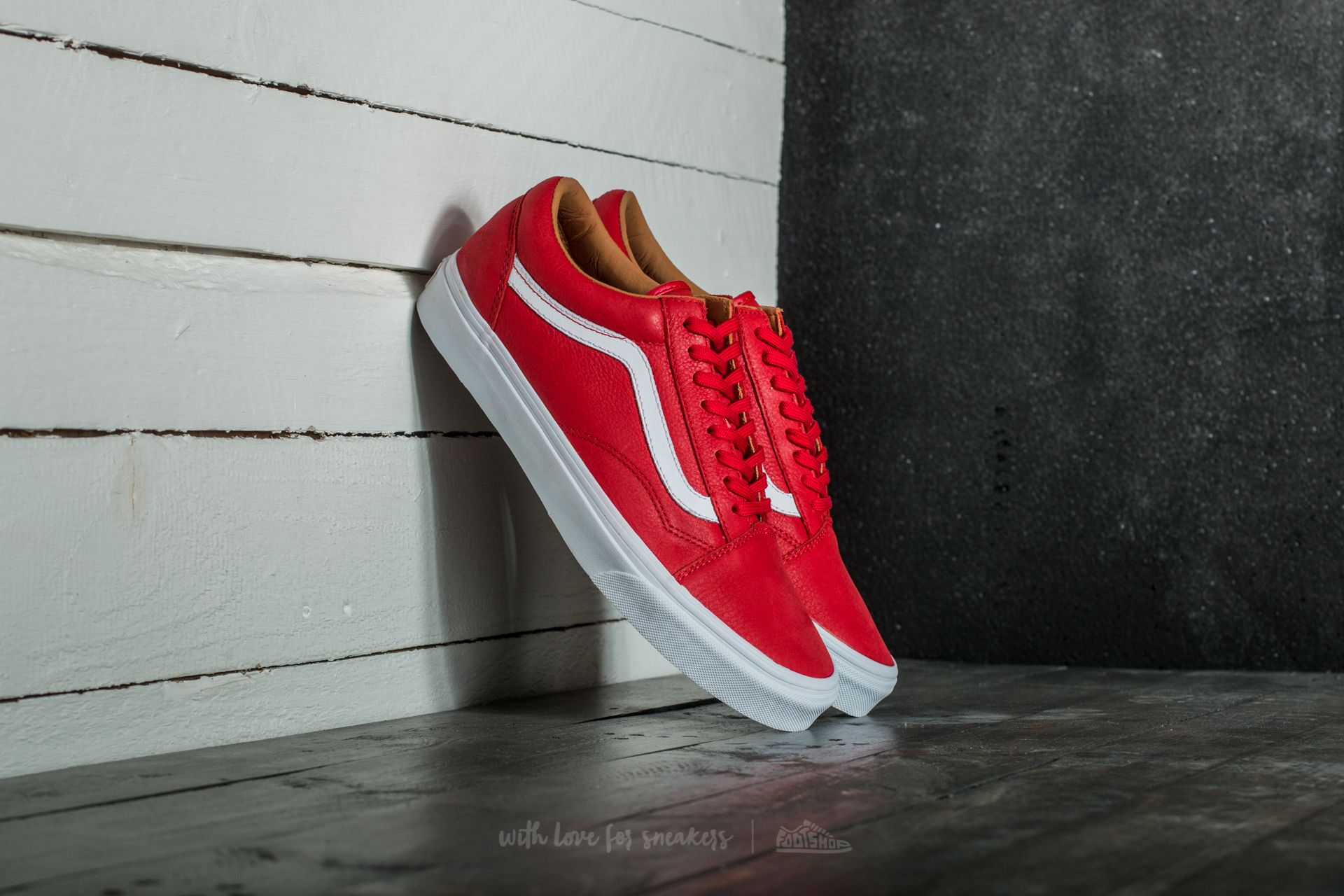 177e2dda67e868 Vans Old Skool (Premium Leather) Racing Red  True White