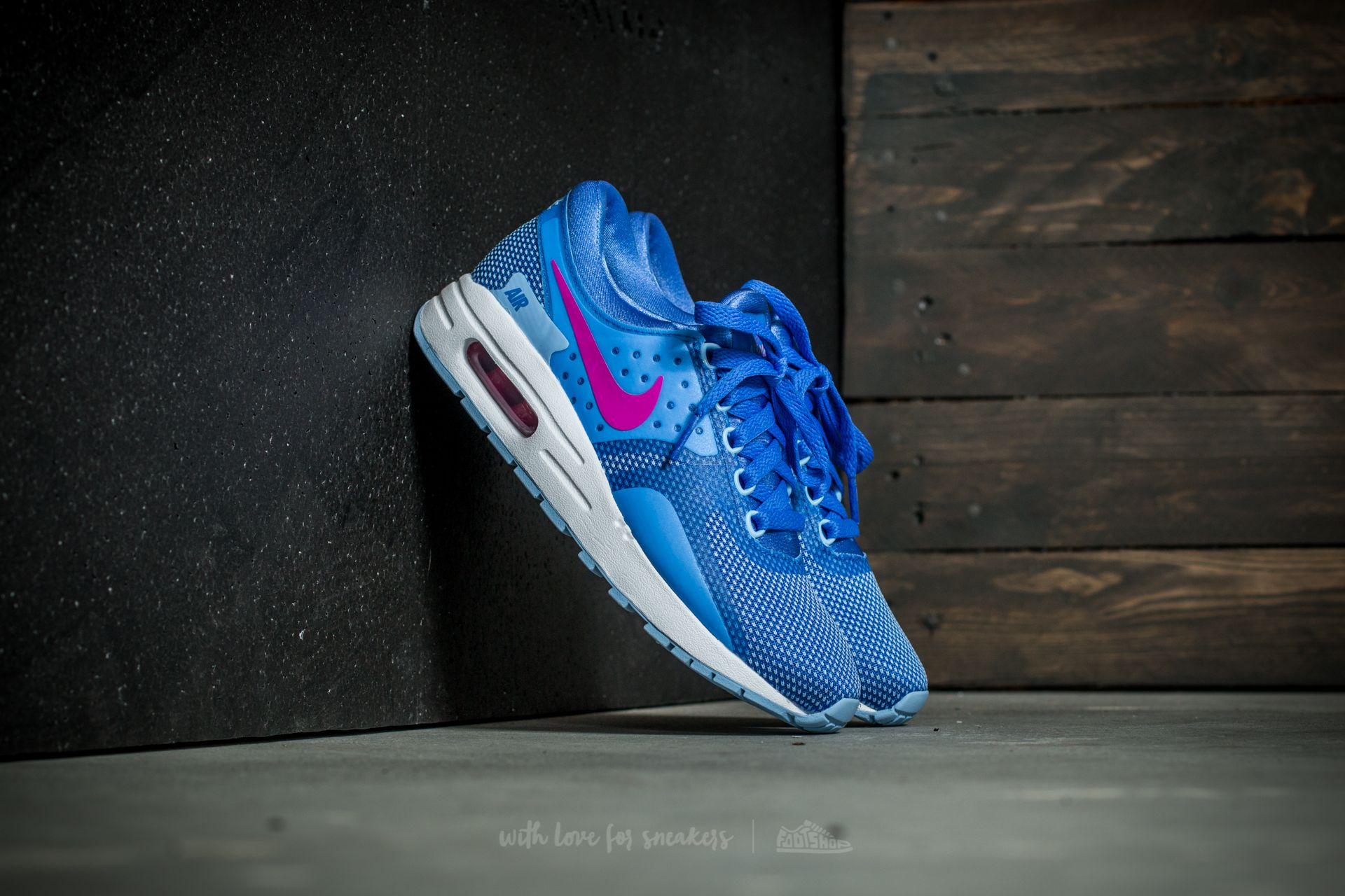 newest e7669 4bf32 Nike Air Max Zero Essential (GS). Comet Blue  Fire Pink-White
