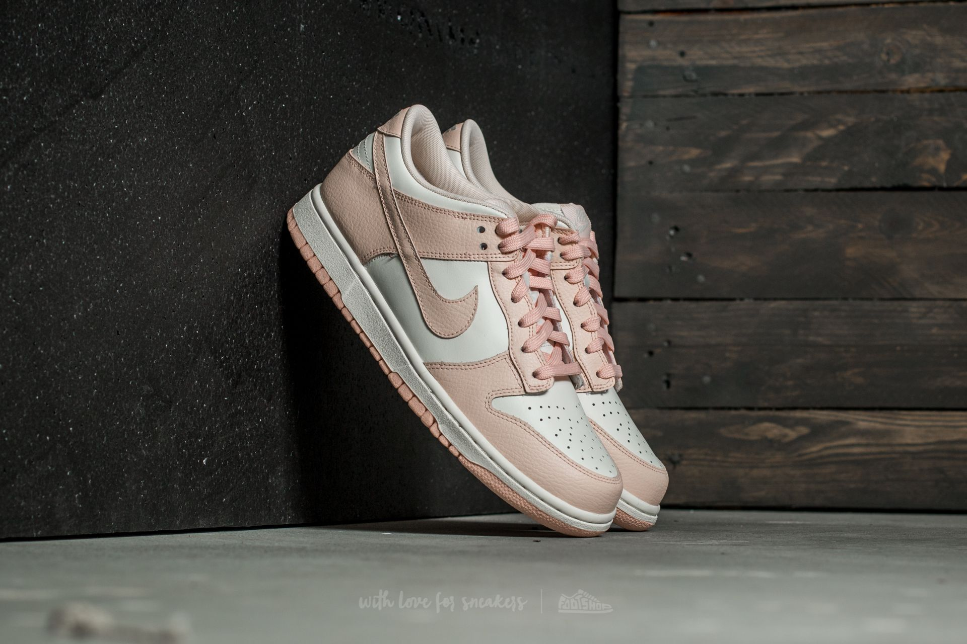 brand new ea391 cc4f5 Nike Wmns Dunk Low