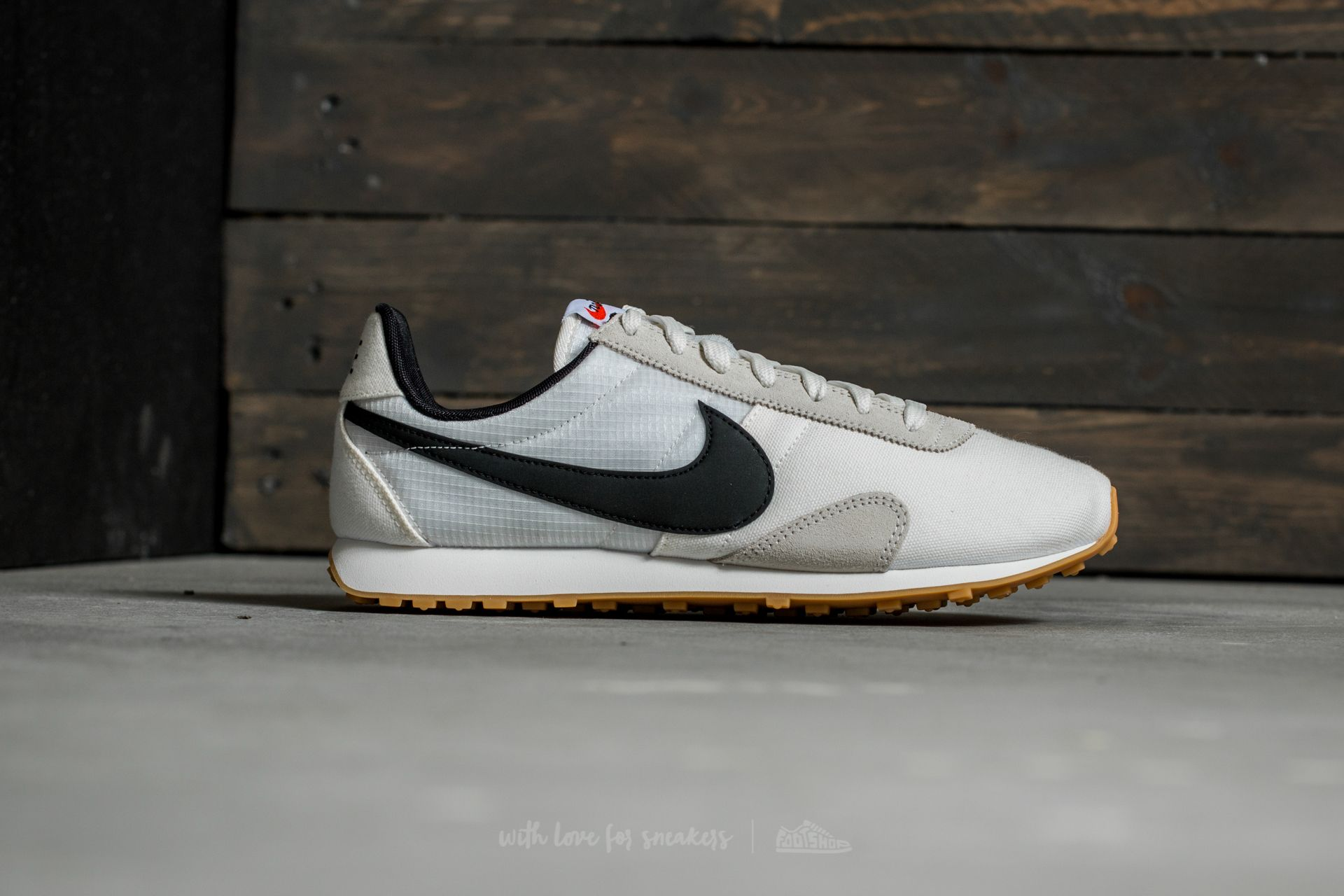 Nike W Pre Montreal Racer Vintage Shoes