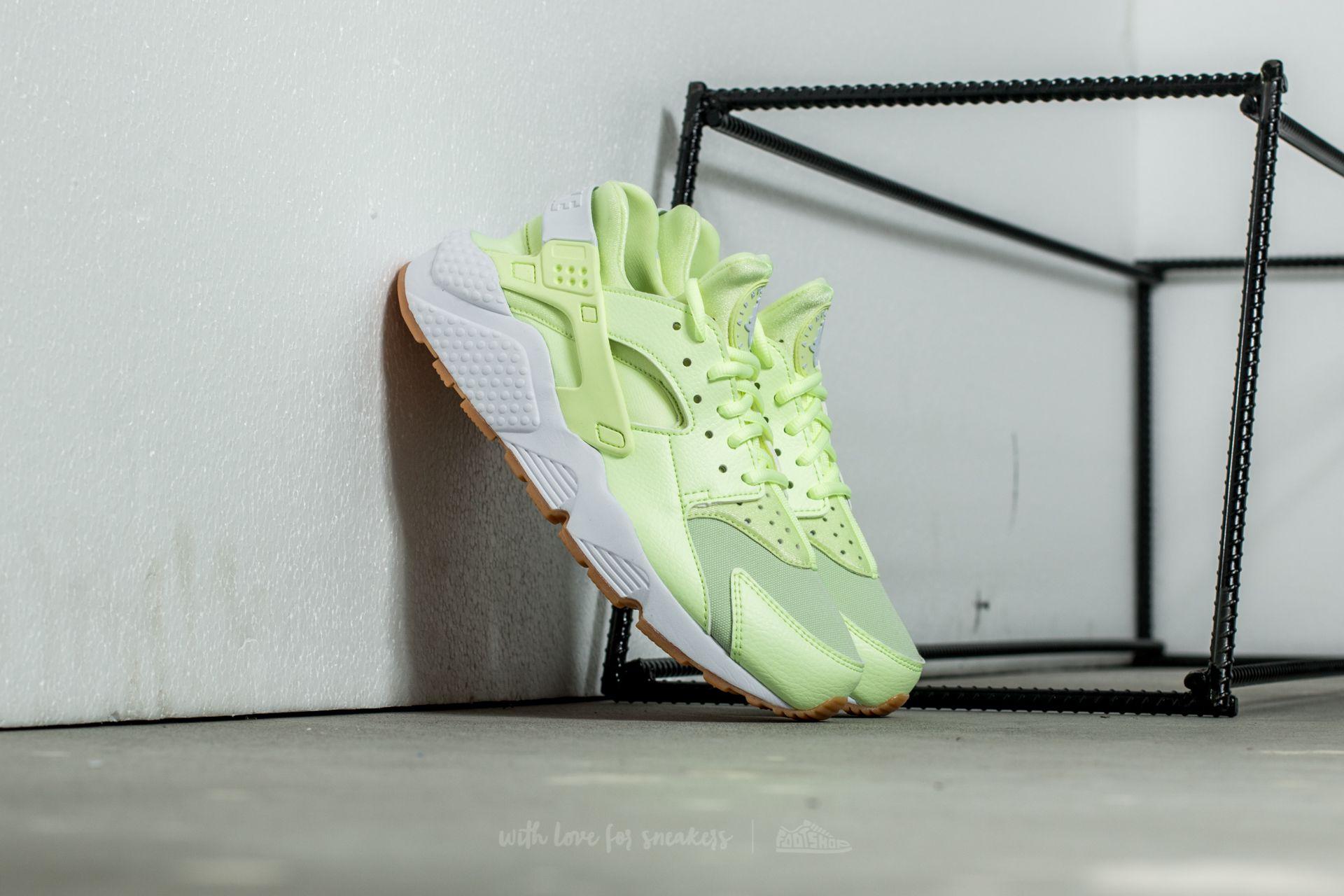 best authentic f5cfe 1e2db Nike Wmns Air Huarache Run. Barely Volt  ...