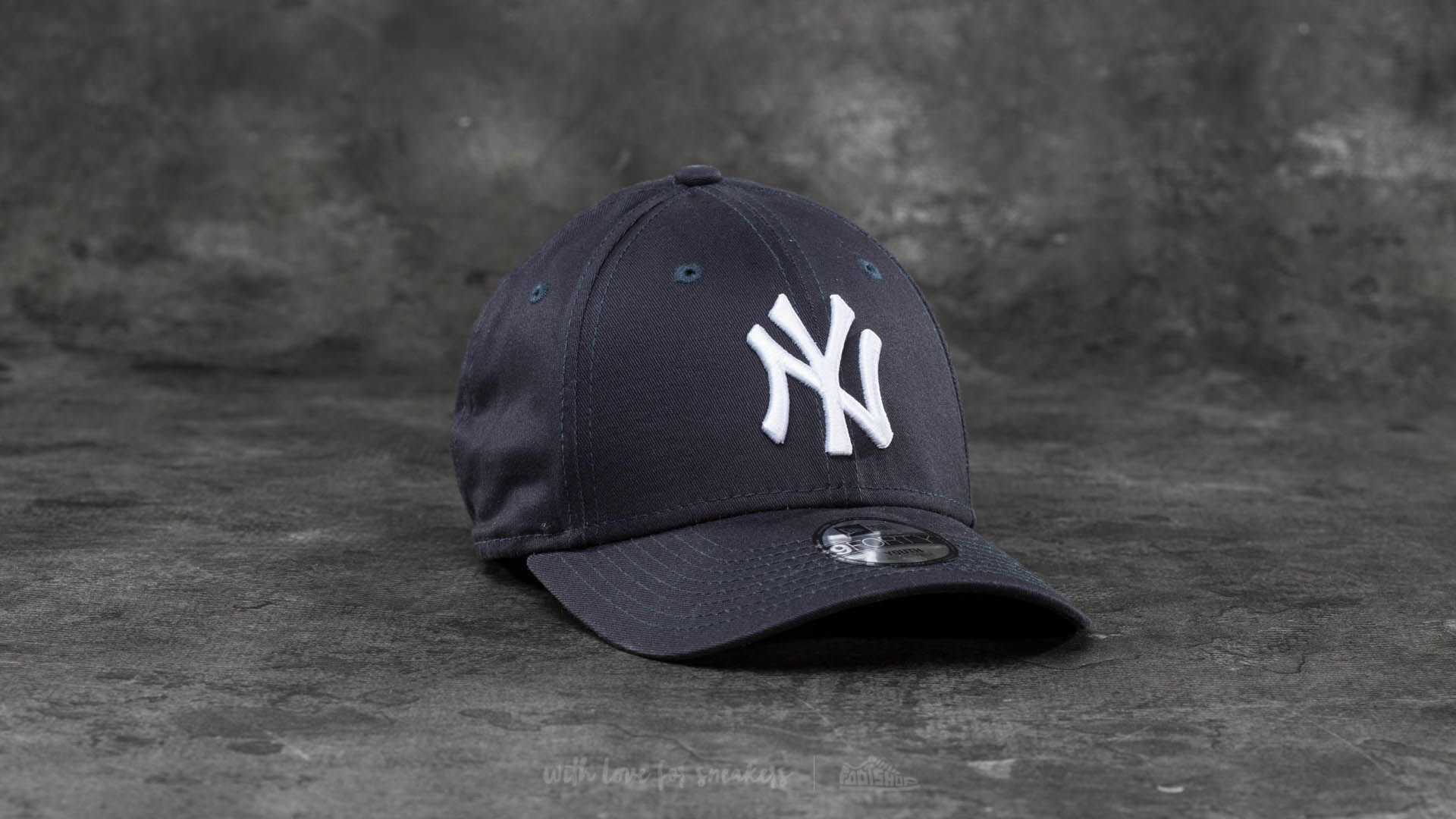 0396a71fcbb New Era Youth 9Forty Adjustable MLB League New York Yankees Cap Navy  White  at a