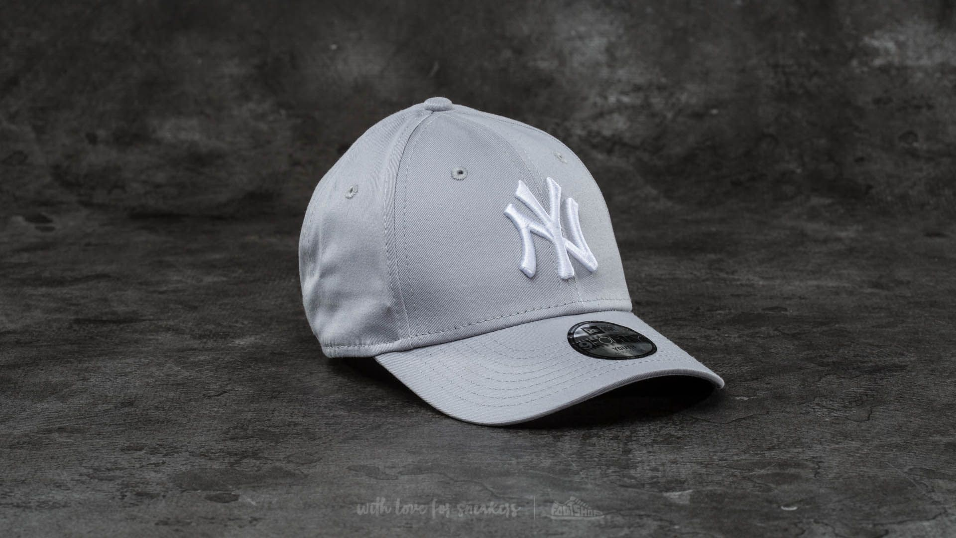 new style 6e7ea ca8d4 New Era Youth 9Forty MLB League New York Yankees Cap Grey  White