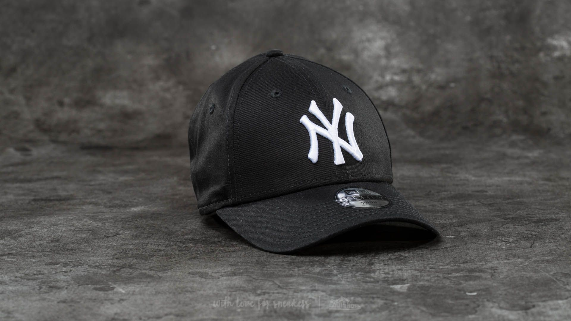 New Era Youth 9Forty Adjustable MLB League New York Yankees Cap Black/ White