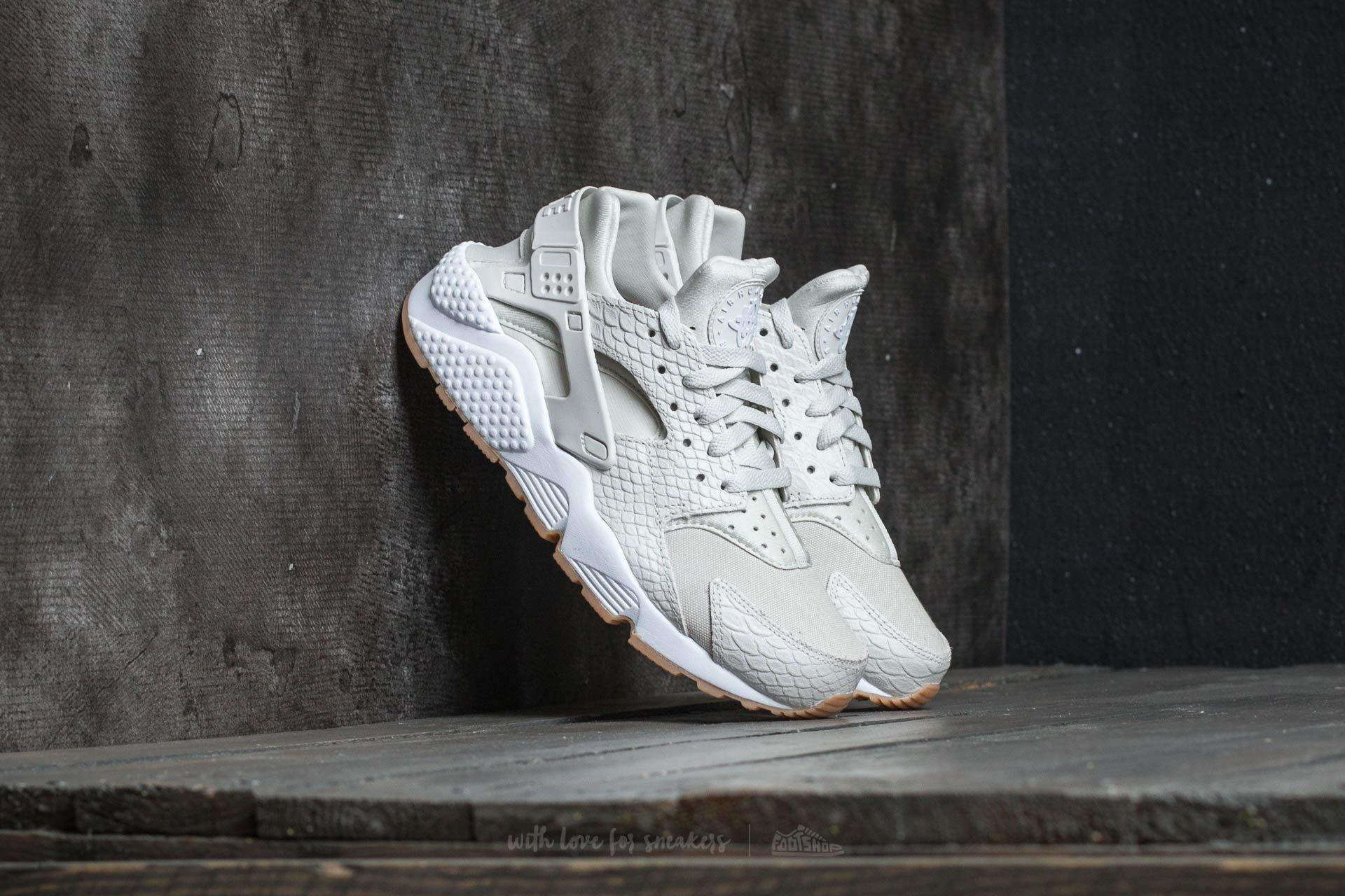 ff28e37d6ad3 Nike W Air Huarache Run SE Light Bone  Light Bone