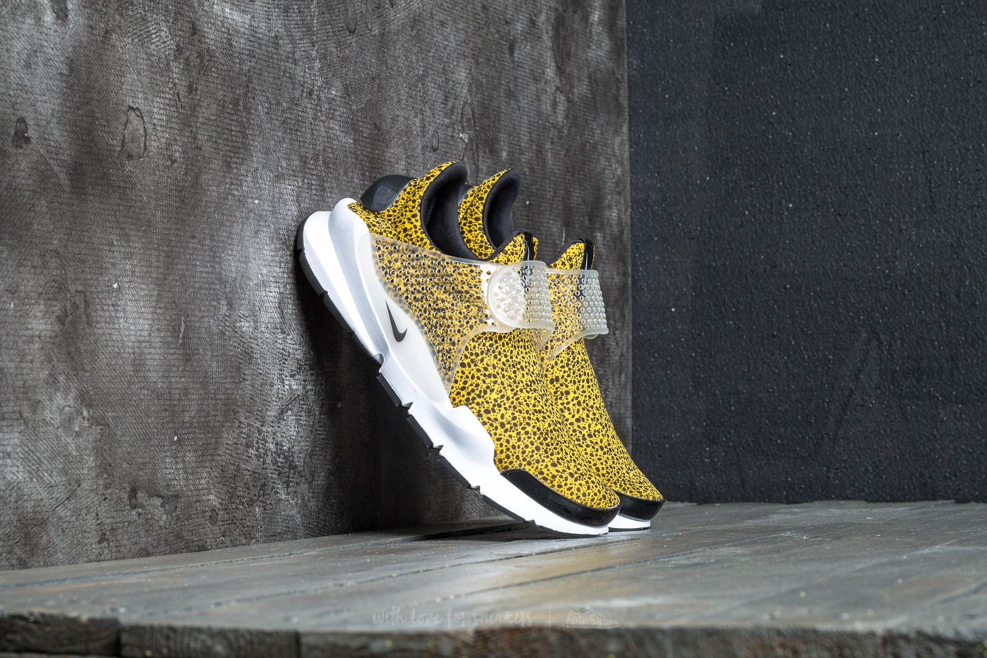 79a79e86f72b Nike Sock Dart QS University Gold  Black-White