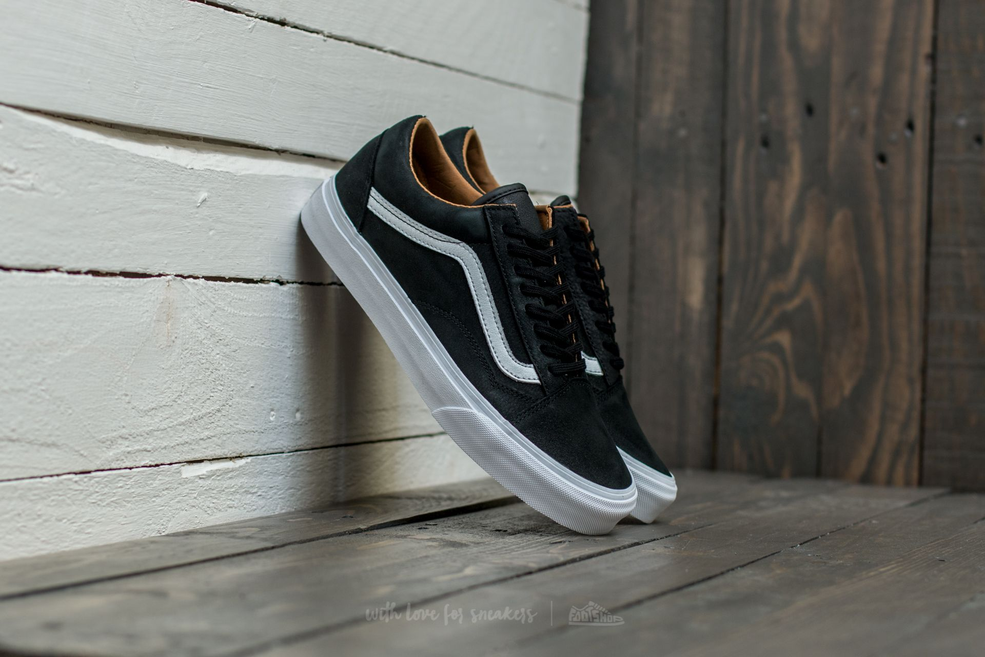 681733119ba81e Vans Old Skool (Premium Leather) Black  True White