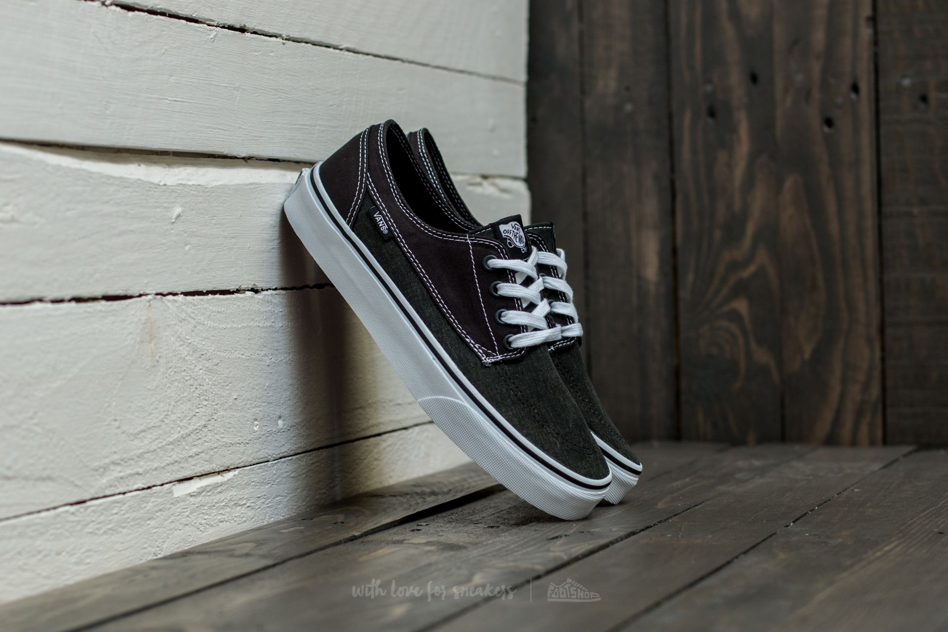 d171eba38d27 Vans Brigata (Washed Canvas) Pirate Black