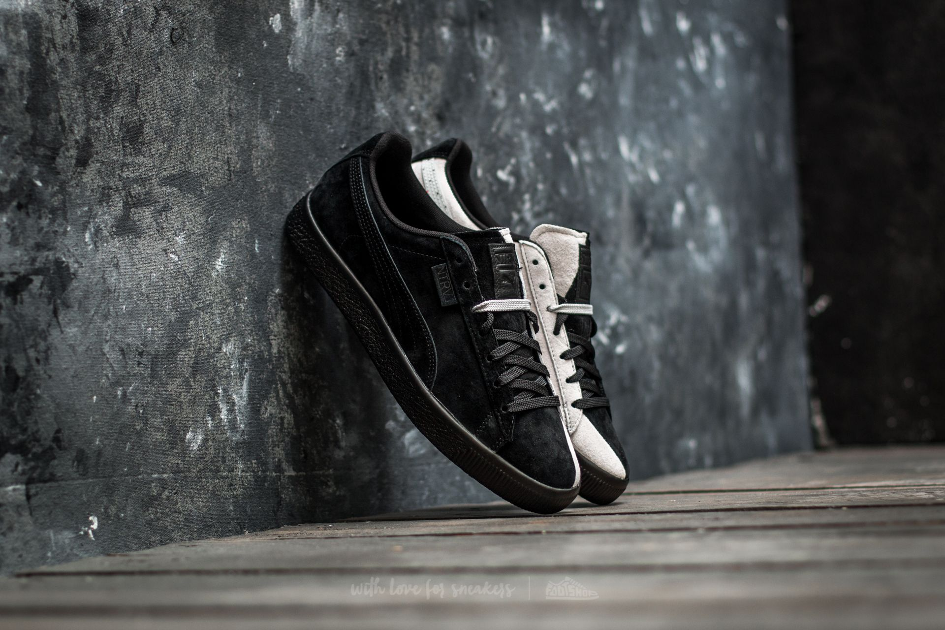 37fb7fdc92273d Puma x Staple Clyde Puma Black-Glacier Gray