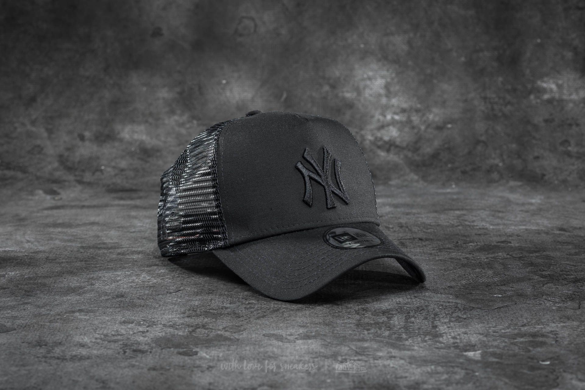 New Era Adjustable Trucker MLB Essential New York Yankees Cap Black ... 91de2b42c80