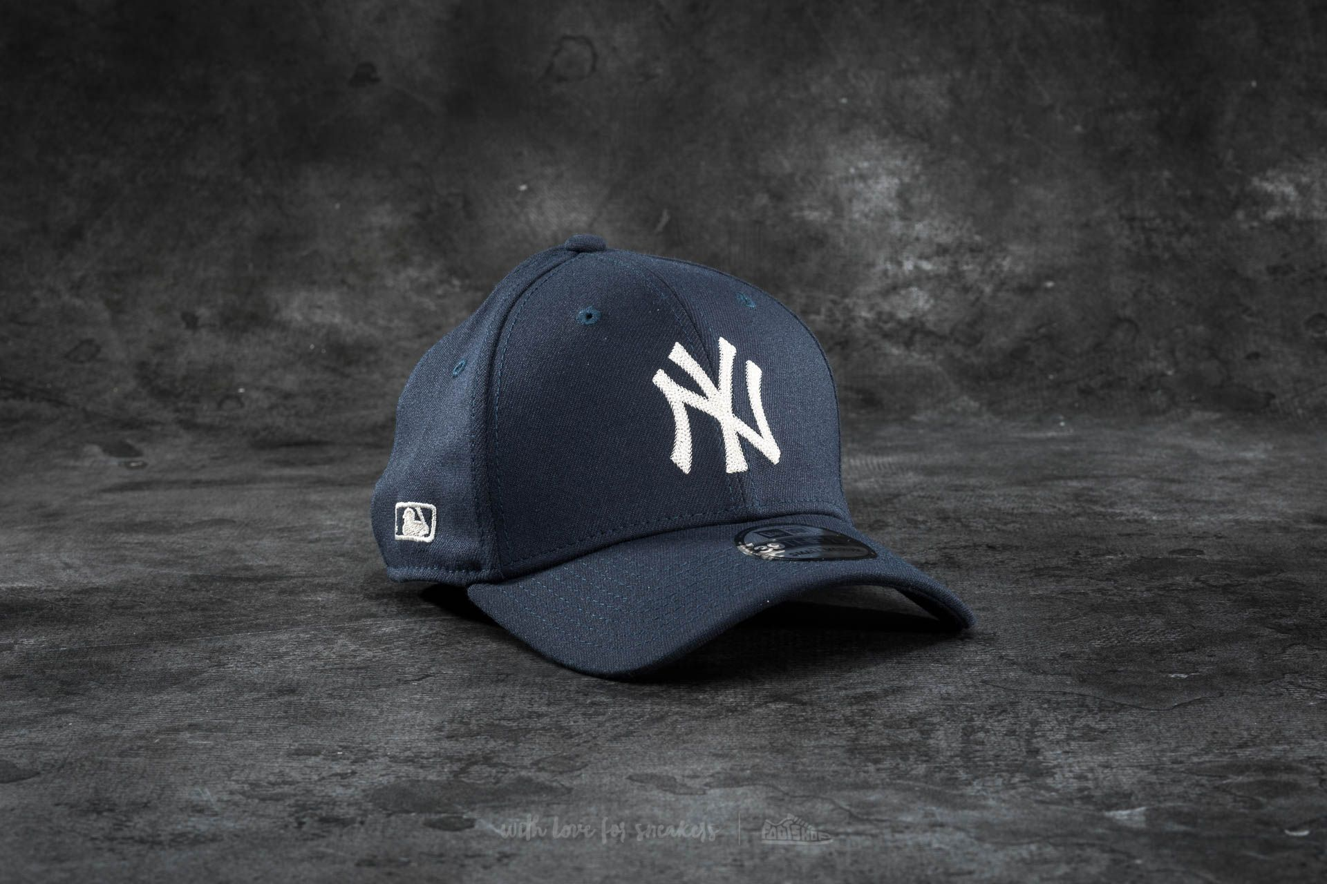 c5428f106fda3 New Era 39Thirty Chain Stitch Stretch New York Yankees Cap Navy ...