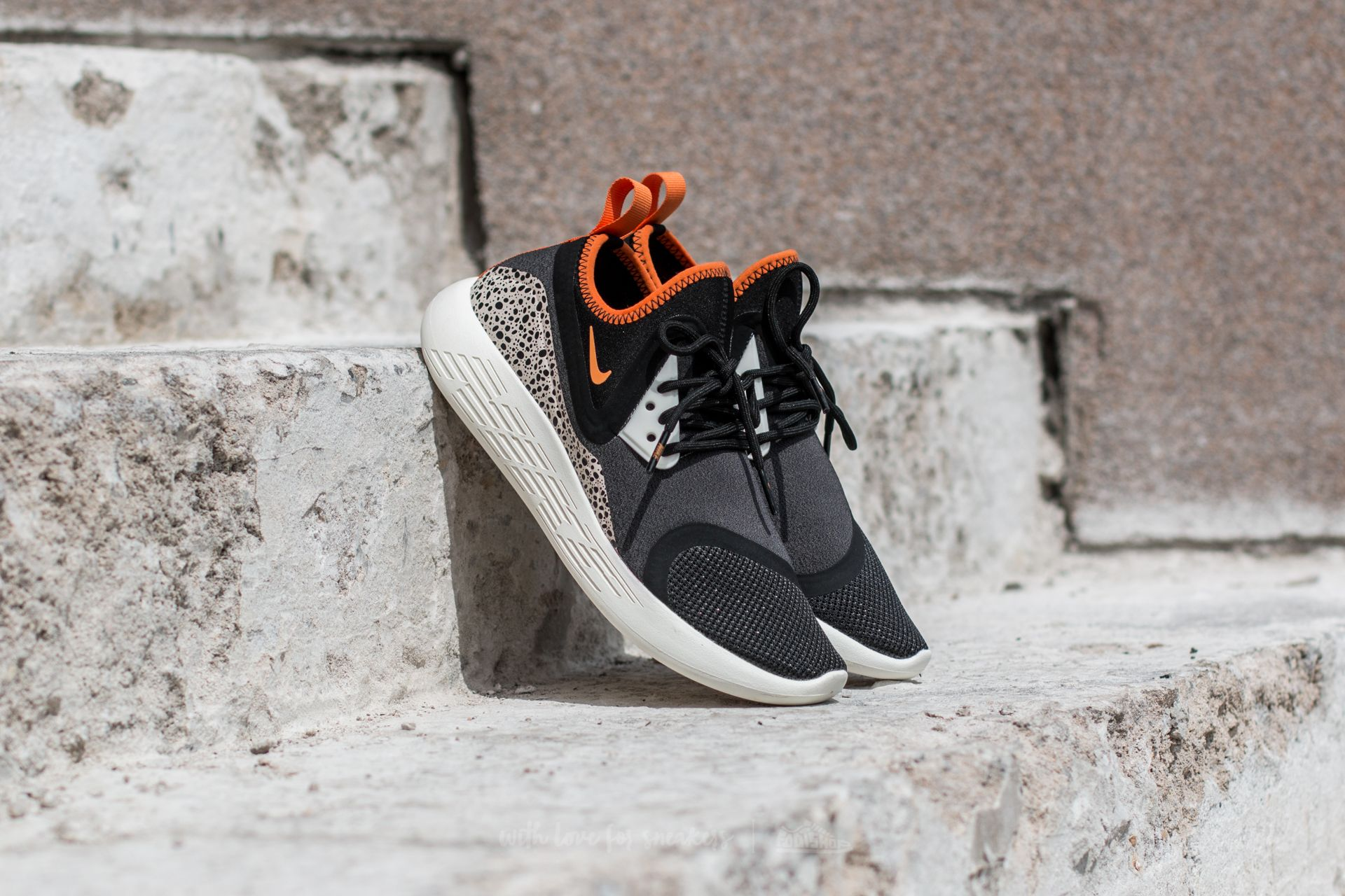 Nike Wmns Lunarcharge BN